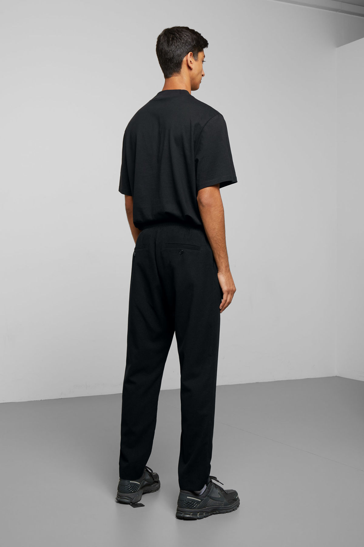 Model back image of Weekday thriller woven joggers in black