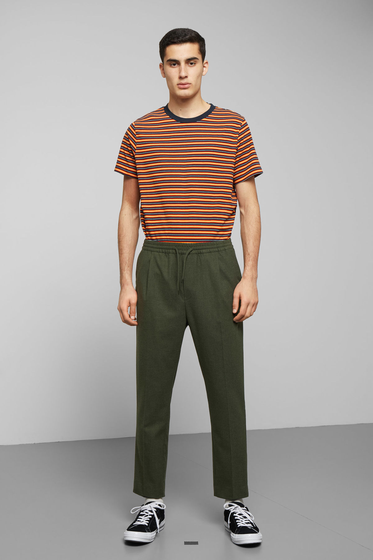 Model front image of Weekday thriller woven joggers in green