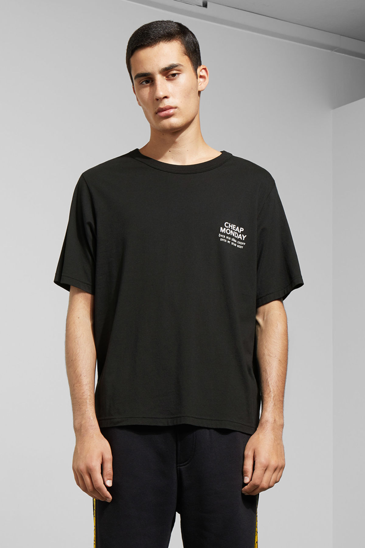 Model front image of Weekday boxer sender tee in black