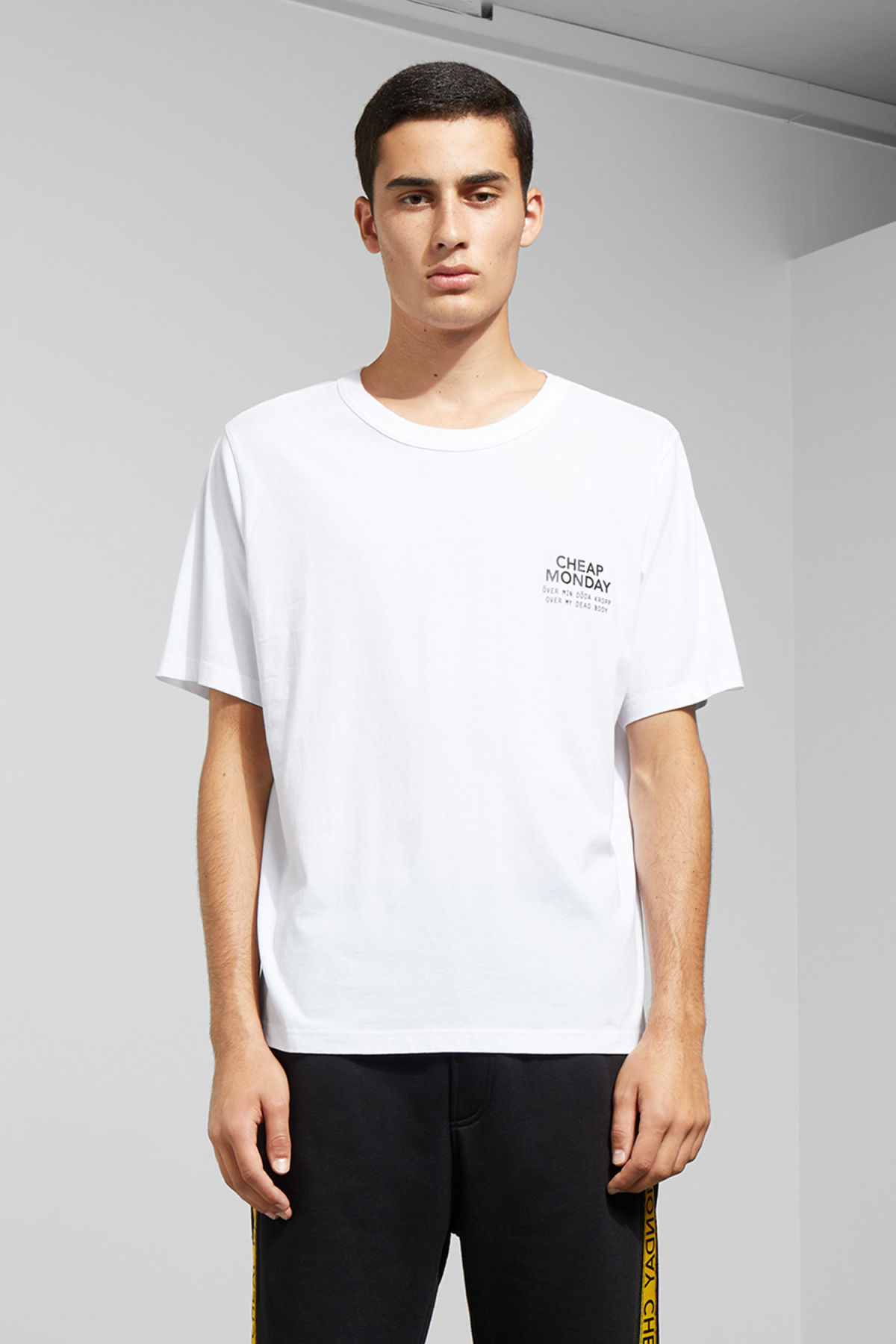 Model front image of Weekday boxer sender tee in white