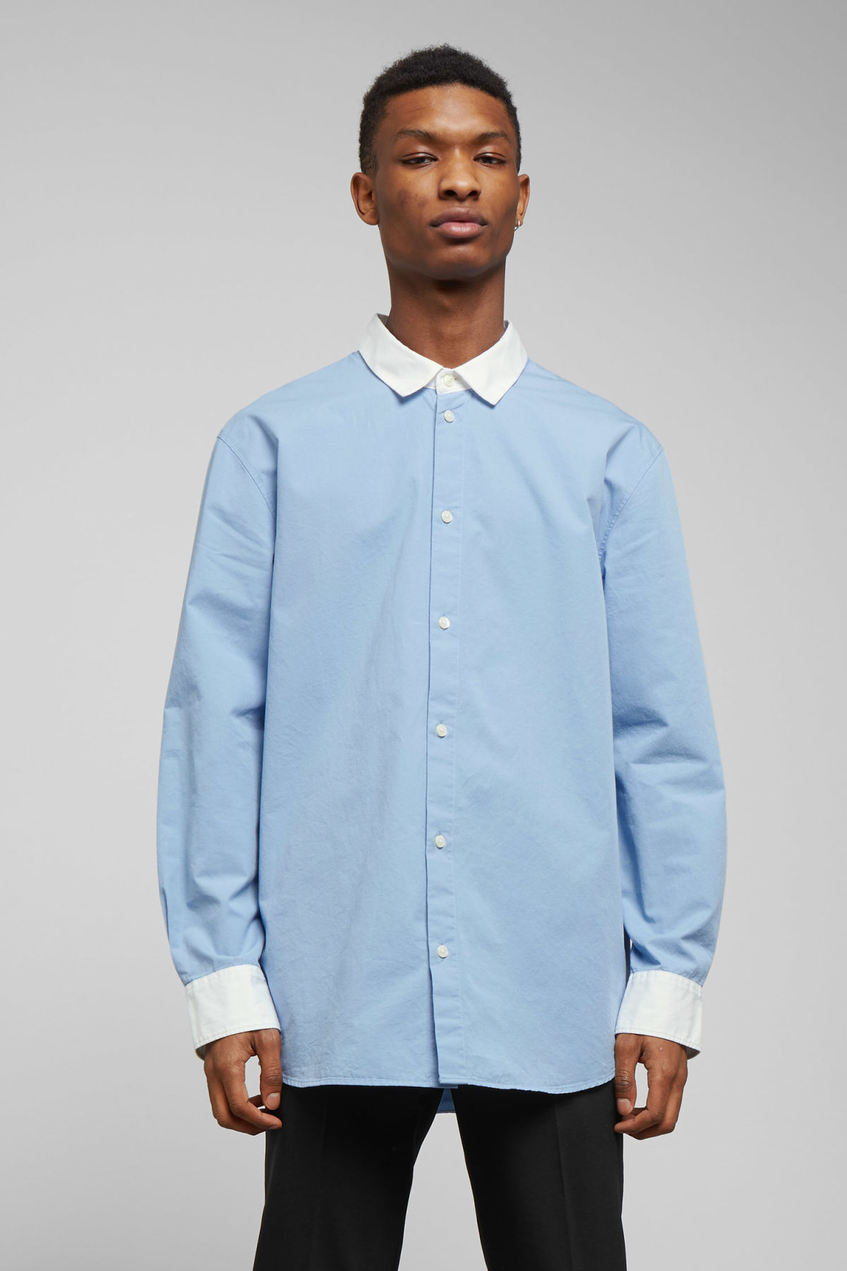 Model front image of Weekday stan shirt in blue