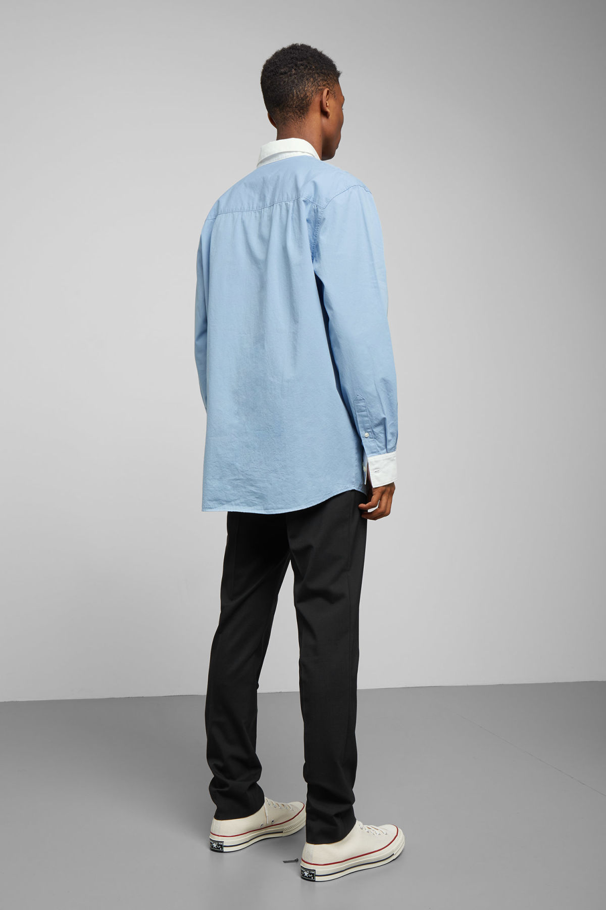 Model back image of Weekday stan shirt in blue