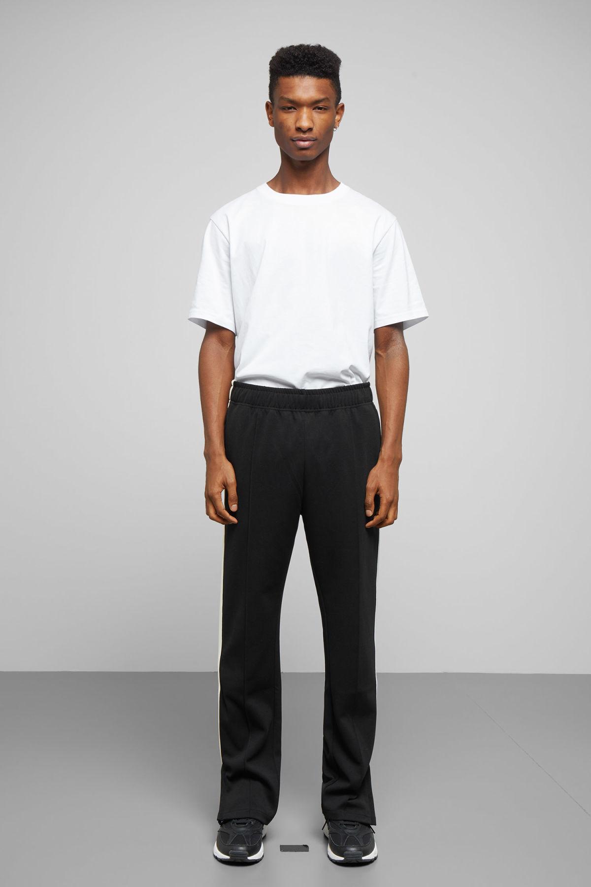 Model front image of Weekday local sweatpants in black