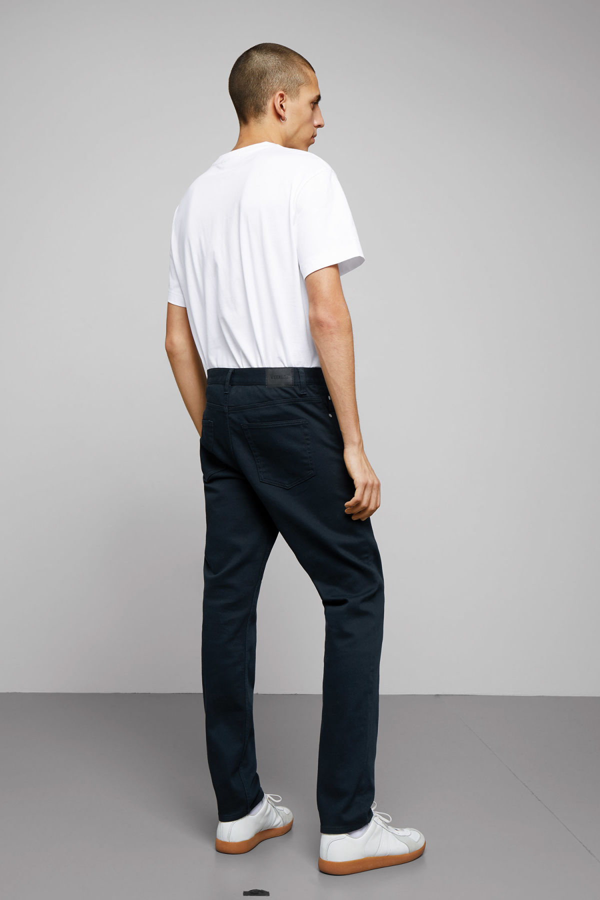Model back image of Weekday sunday bedford trousers in blue