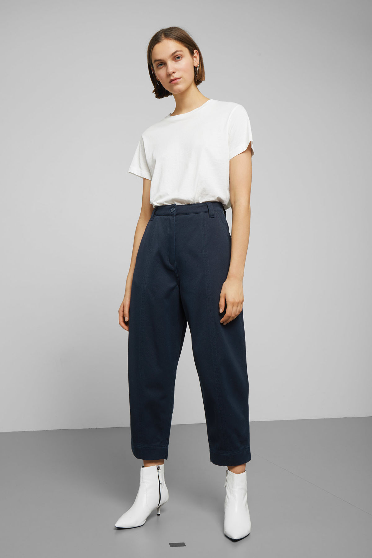 Model front image of Weekday tami trousers in blue