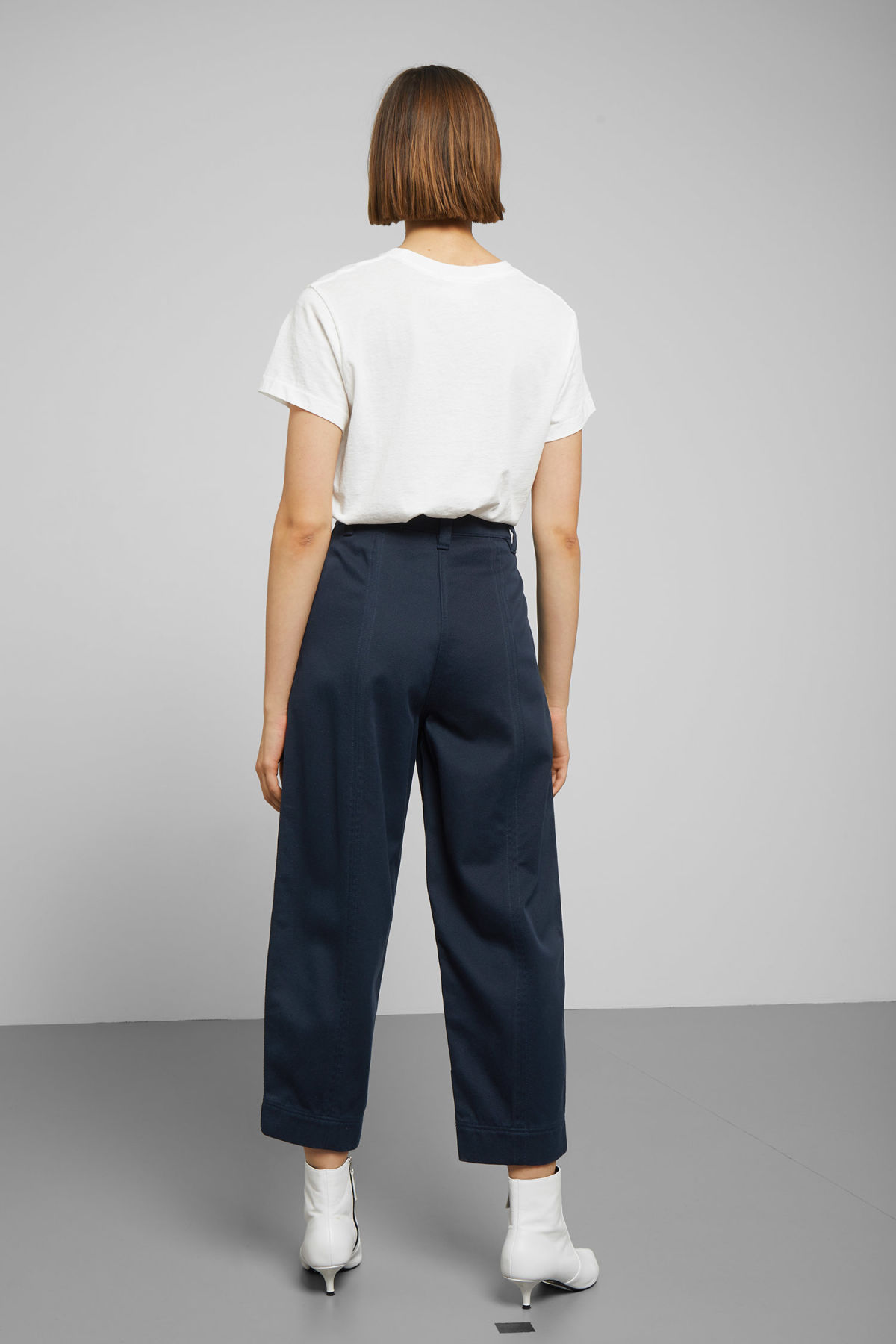 Model back image of Weekday tami trousers in blue