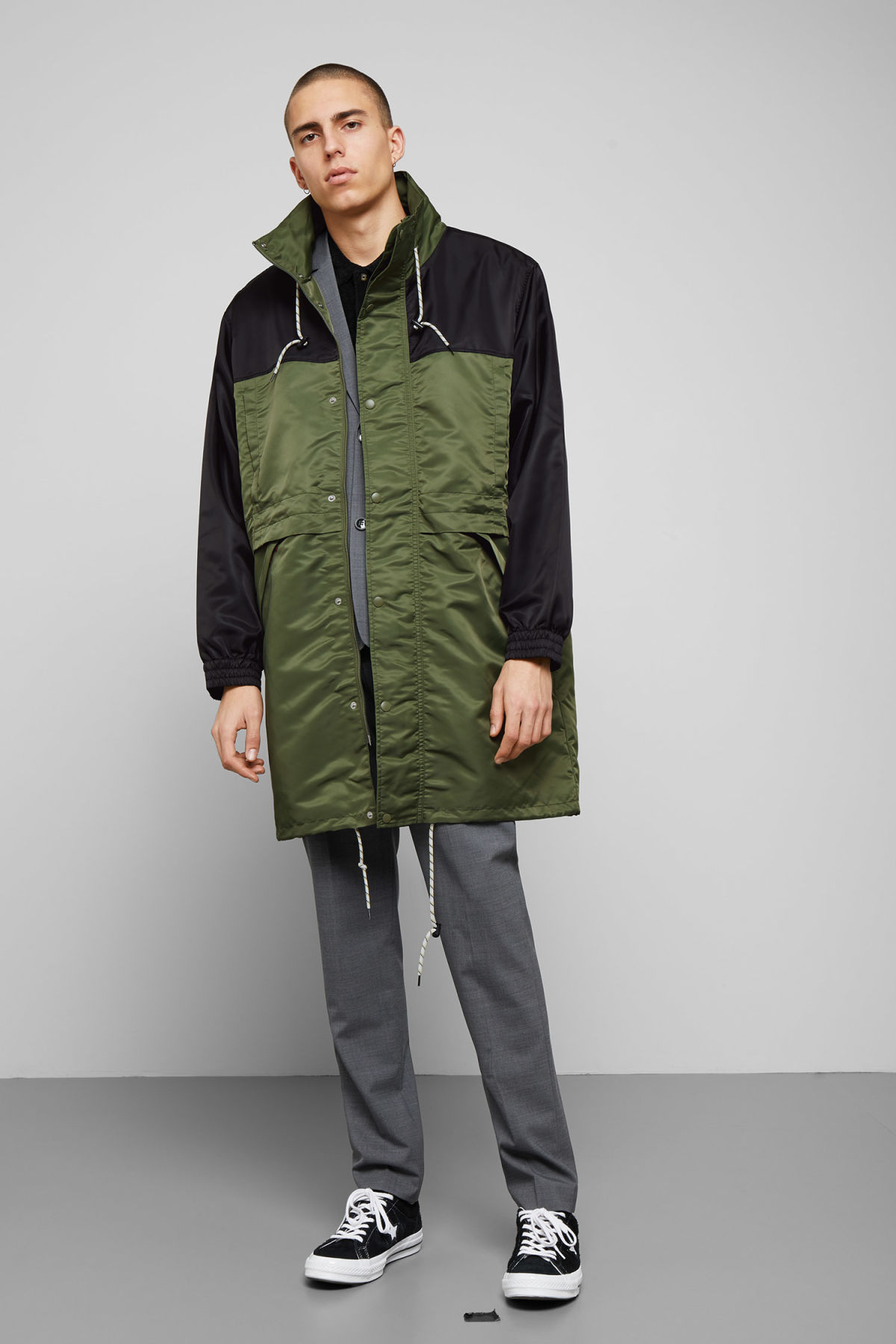 Model side image of Weekday erik parka in green