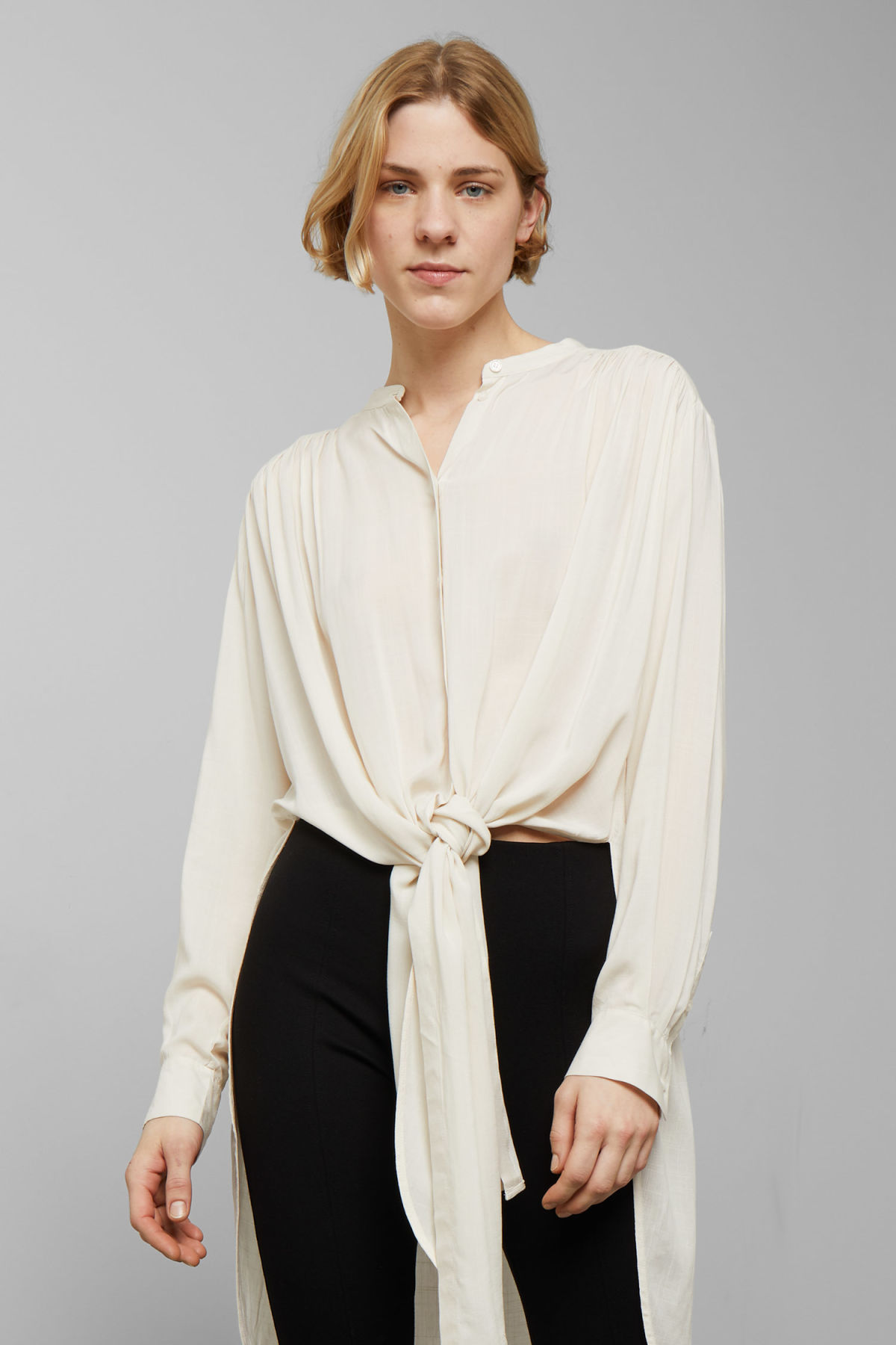 Model front image of Weekday zena shirt in beige