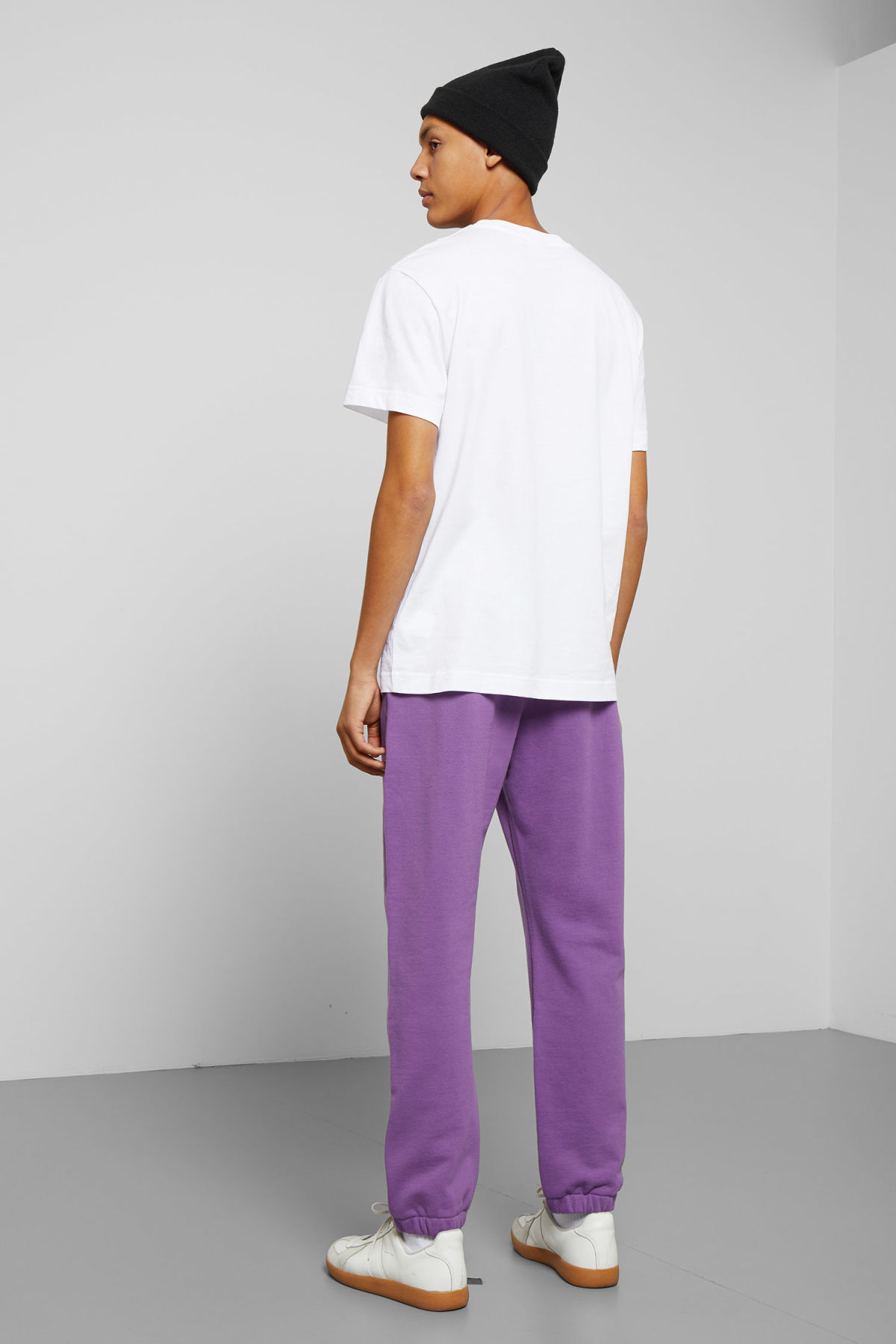 Model side image of Weekday mike sweatpants in purple