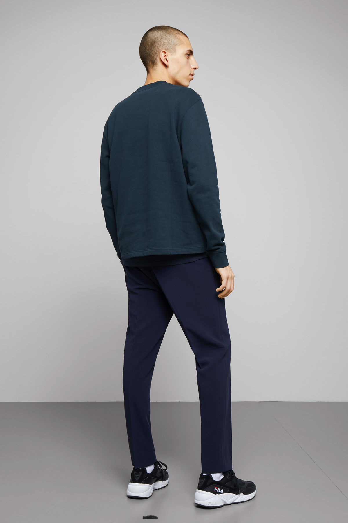 Model side image of Weekday jeffrey sweatshirt in blue