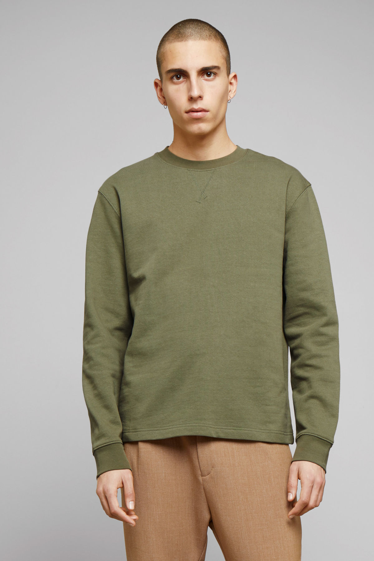 Model front image of Weekday jeffrey sweatshirt in green