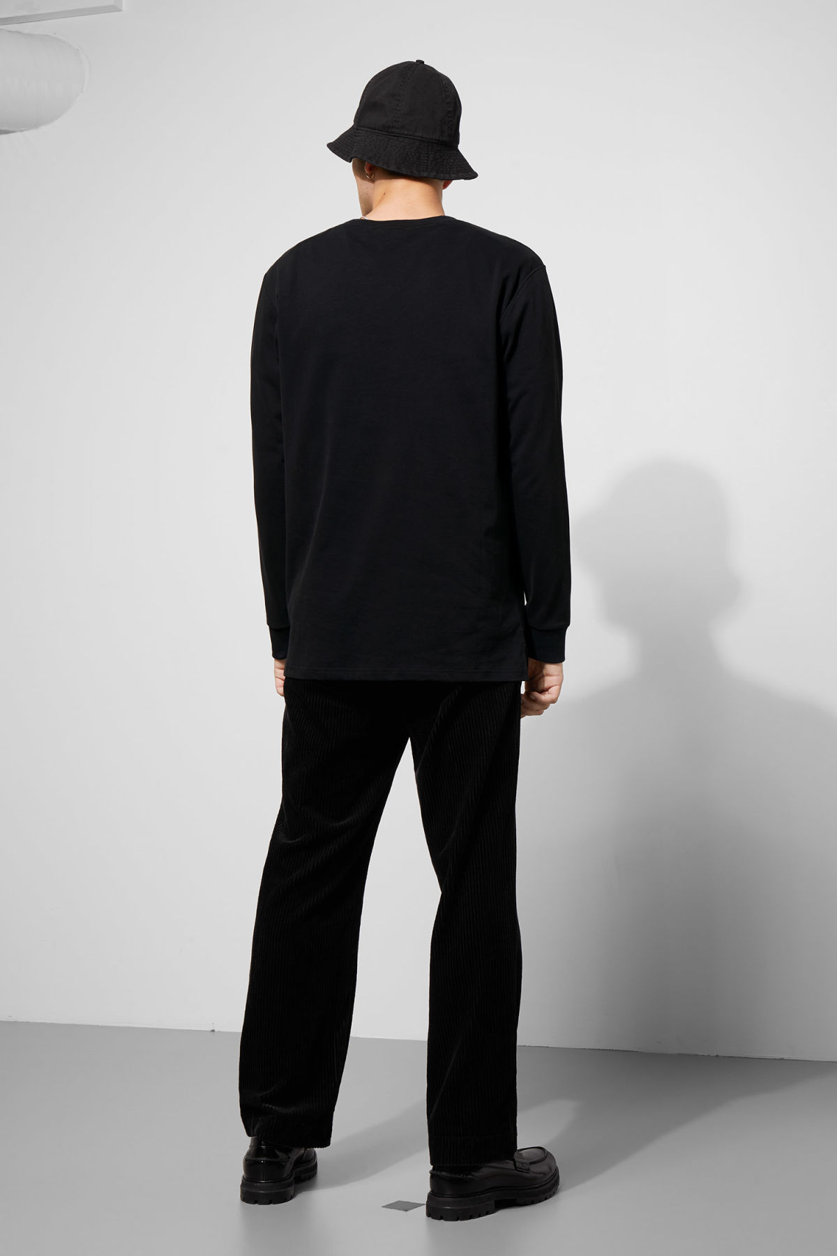 Model back image of Weekday amped sweatshirt in black
