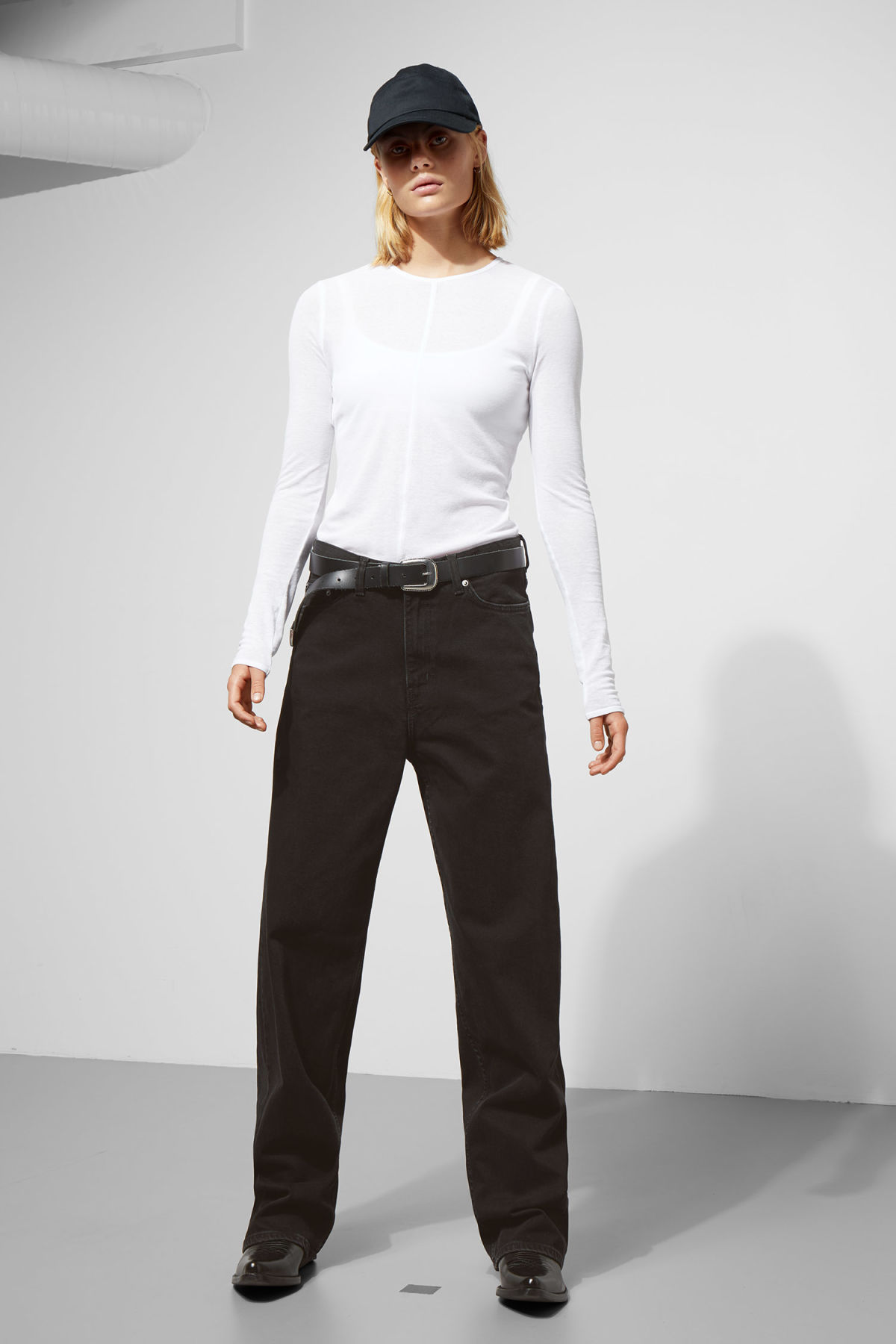 Model front image of Weekday rail black jeans in black