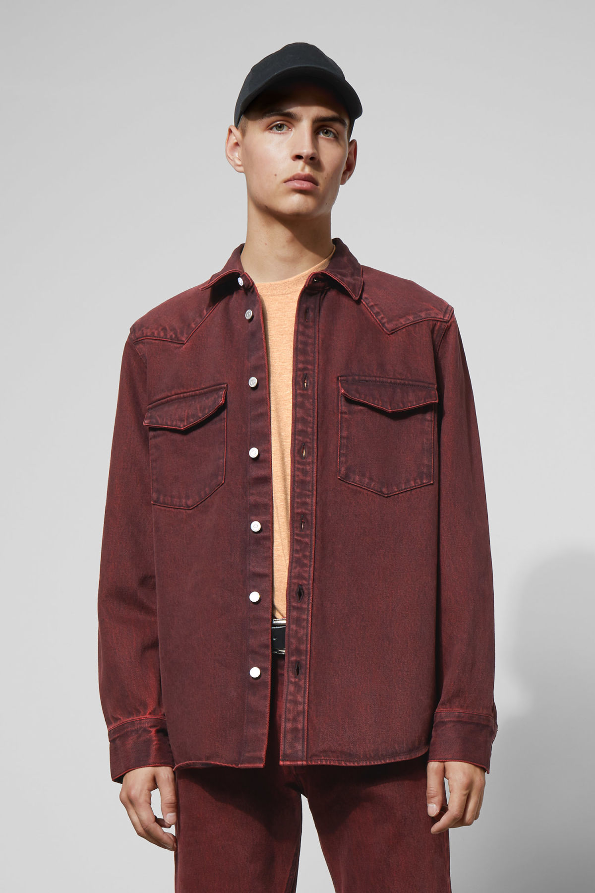 Model front image of Weekday jolly rosewood shirt in red