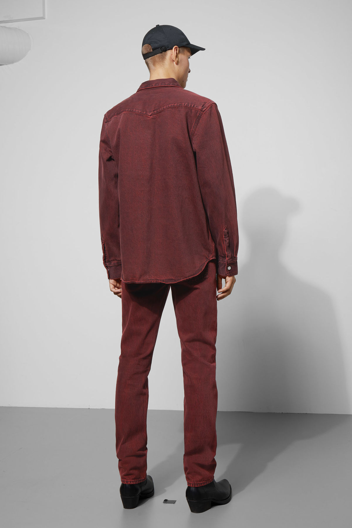 Model side image of Weekday jolly rosewood shirt in red