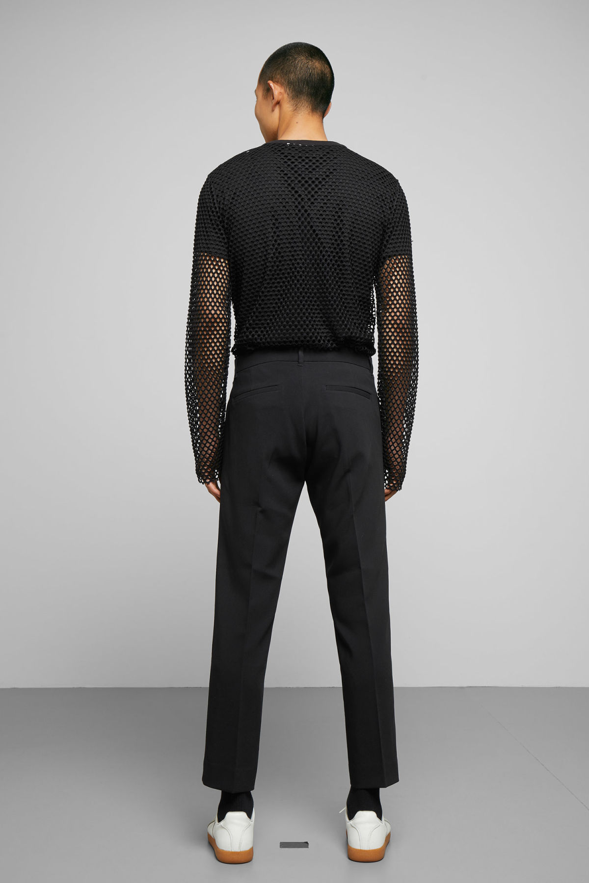 Model back image of Weekday chain mesh long sleeve in black