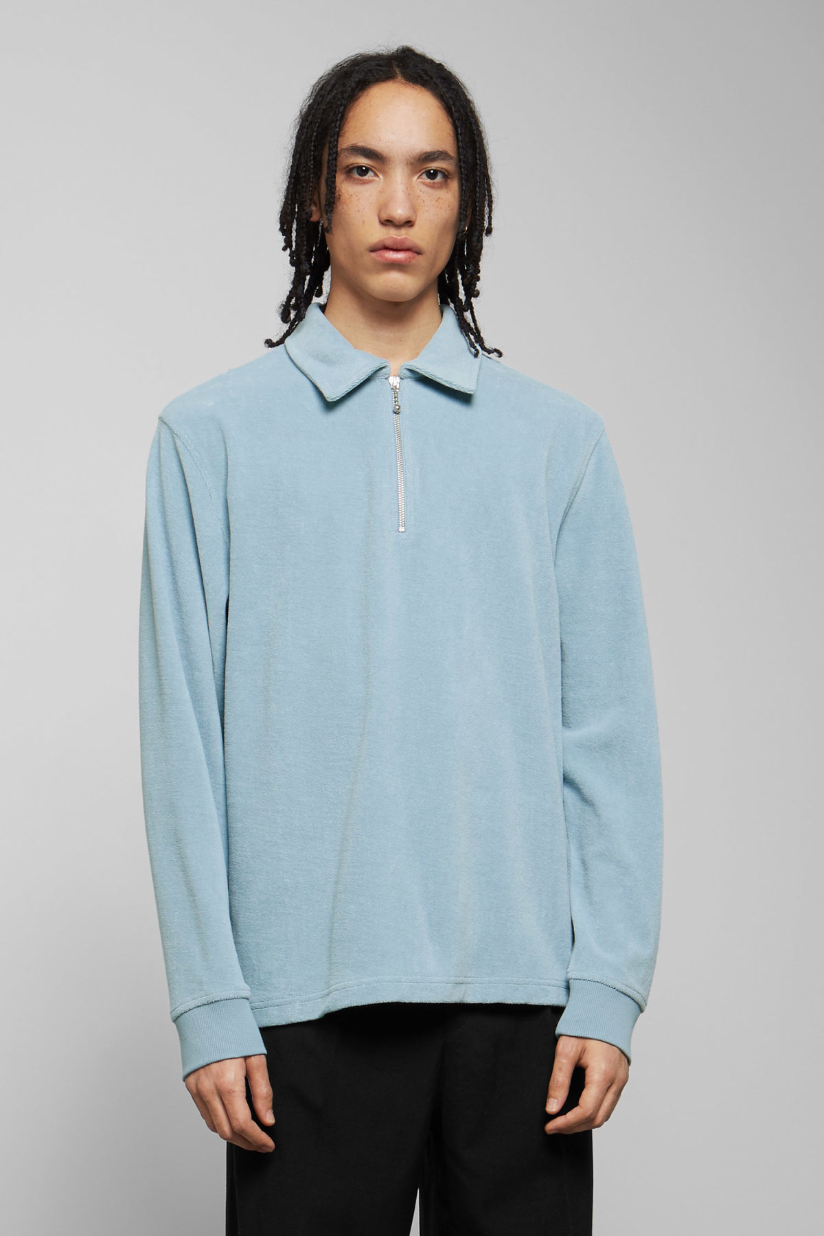 Model front image of Weekday timo half zip sweatshirt in blue