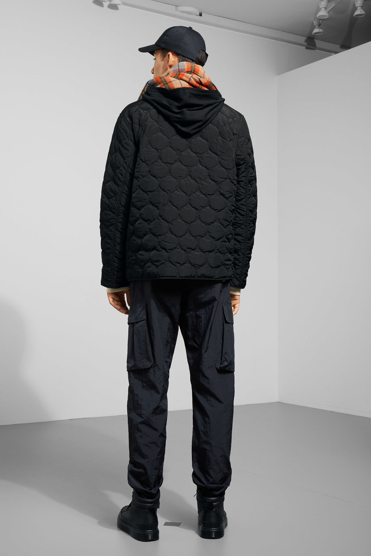 Model back image of Weekday makalu quilted jacket in black