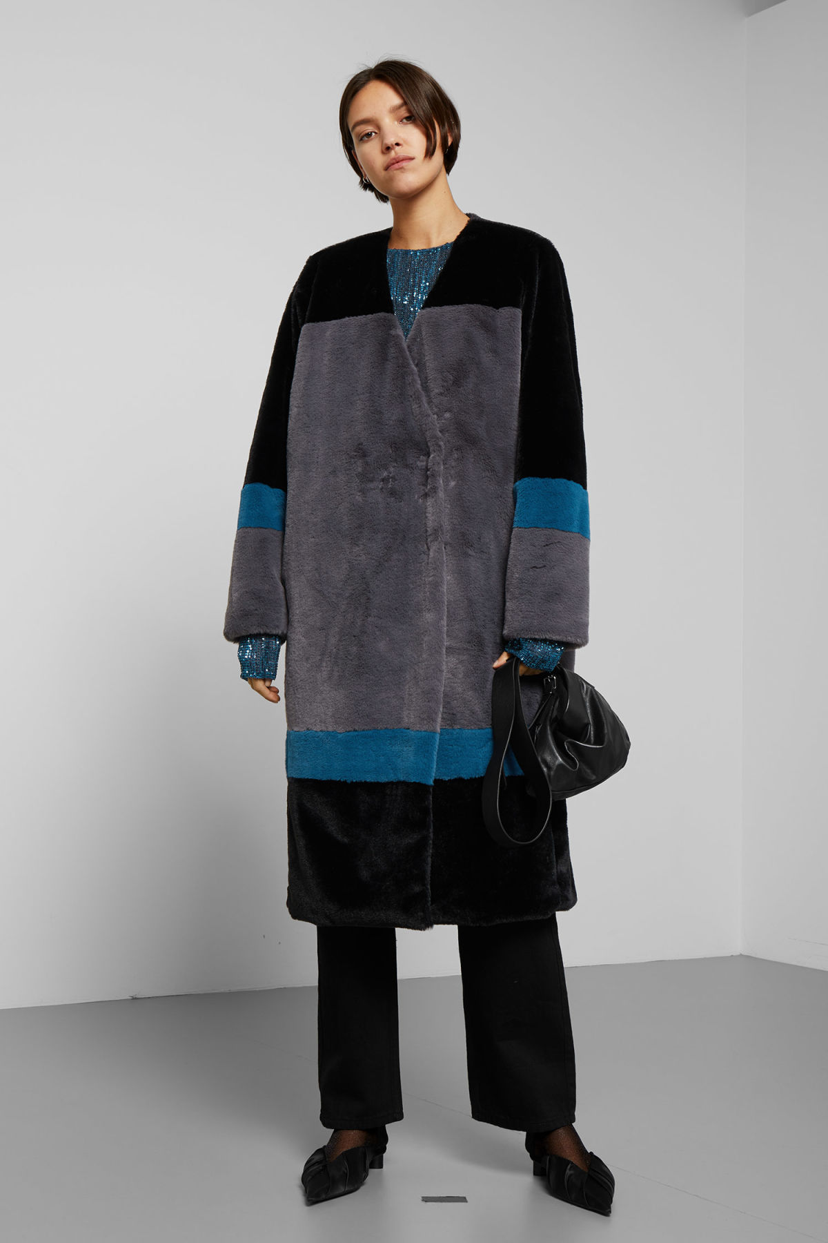 Model side image of Weekday domra coat in black