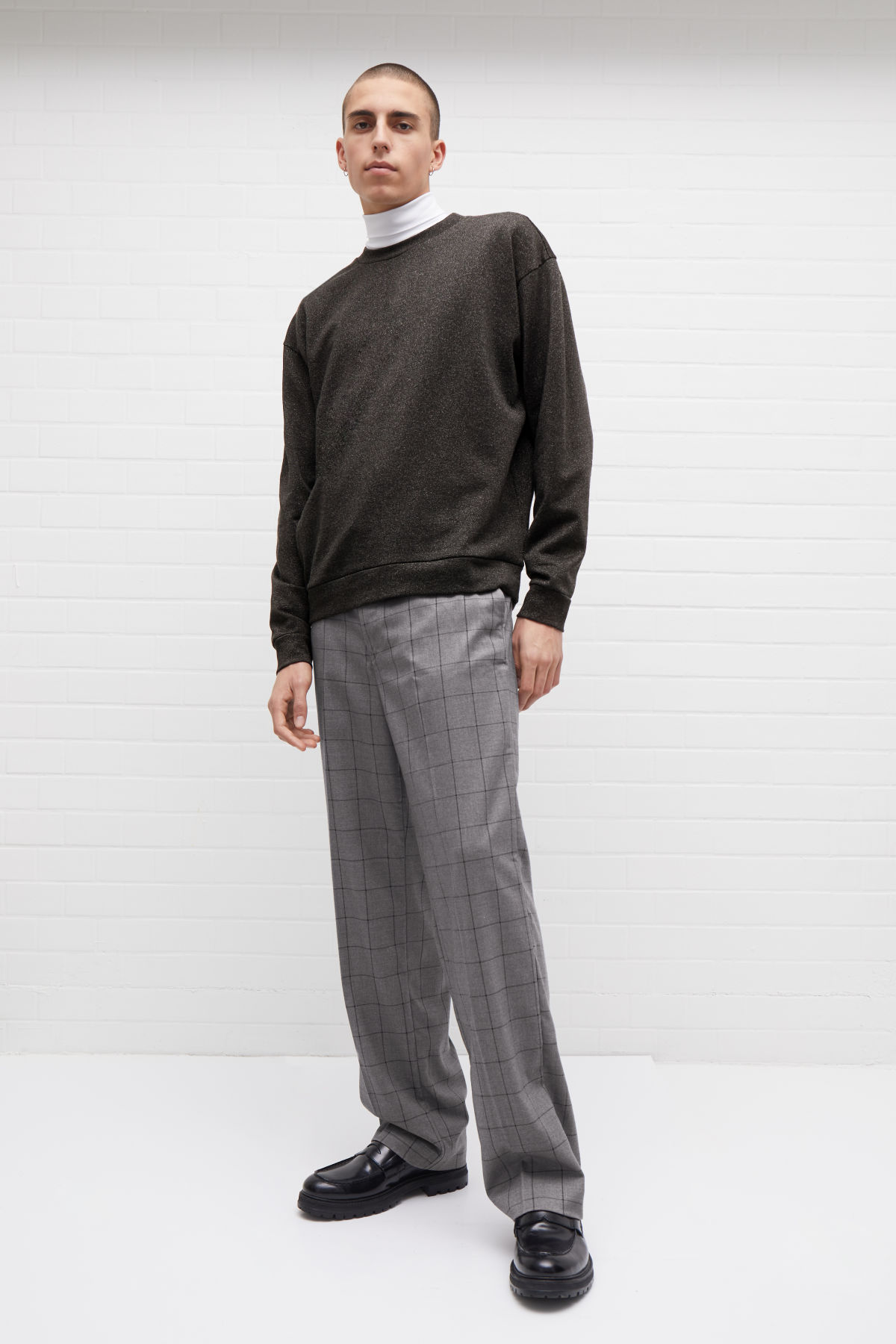Model front image of Weekday sala trousers in grey