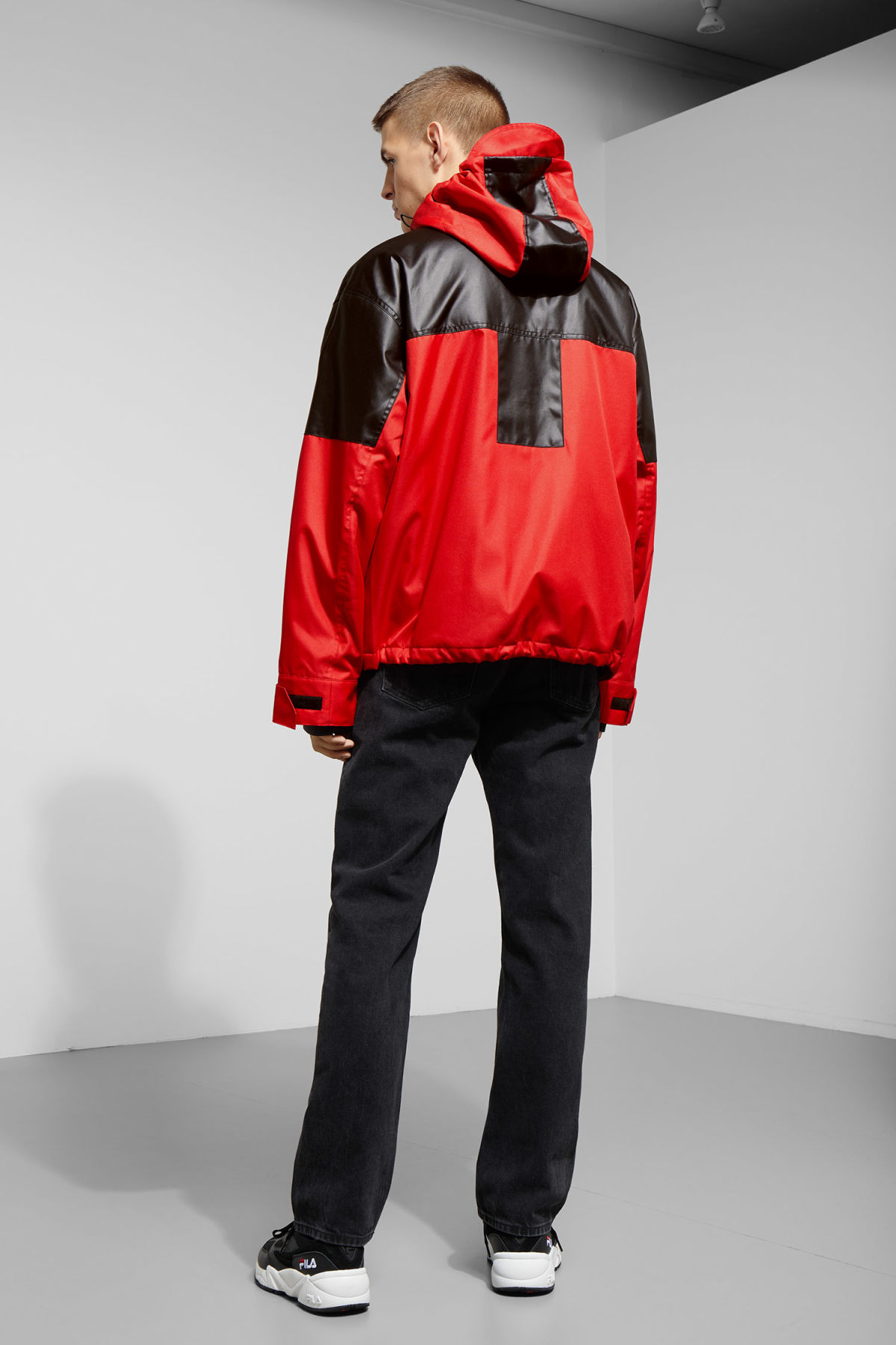 Model back image of Weekday brumal jacket in red