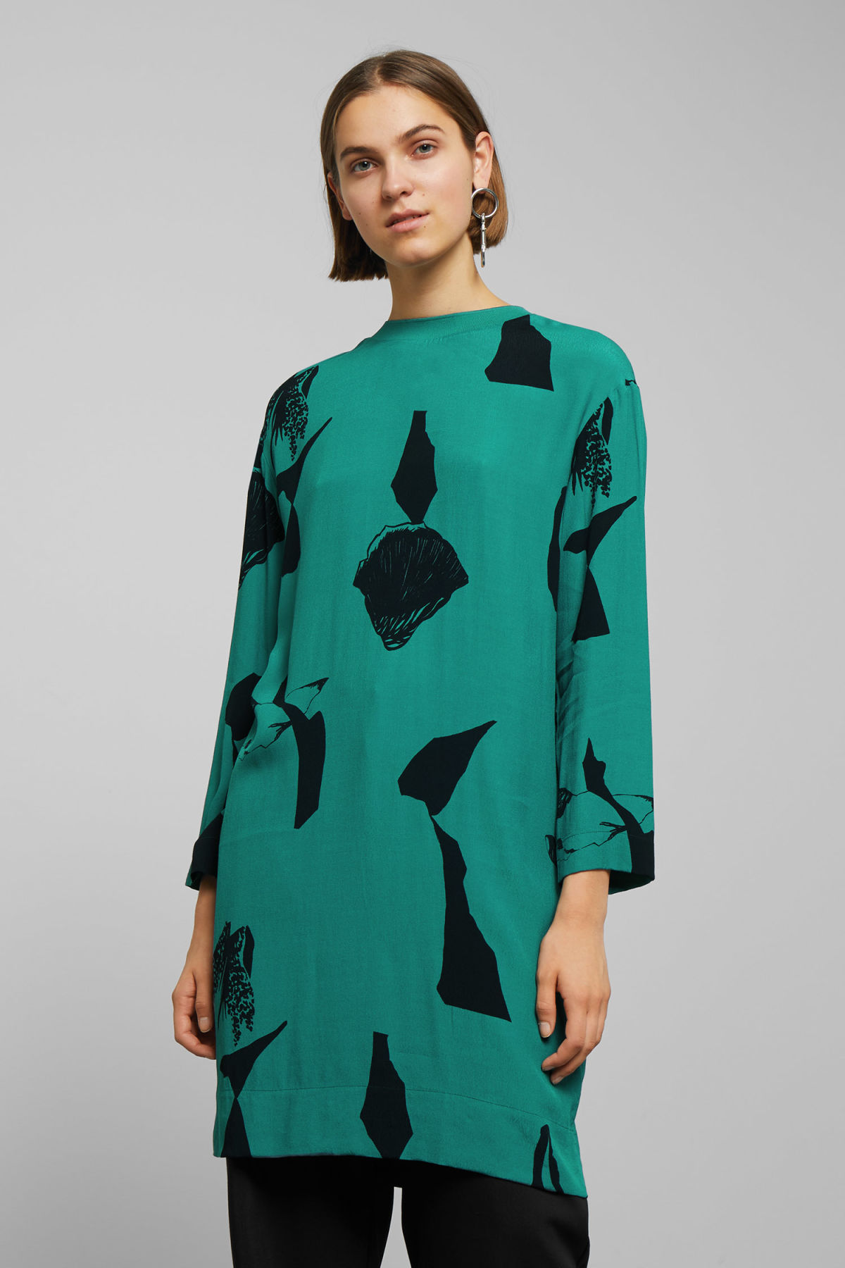 Model front image of Weekday dania woven dress in turquoise