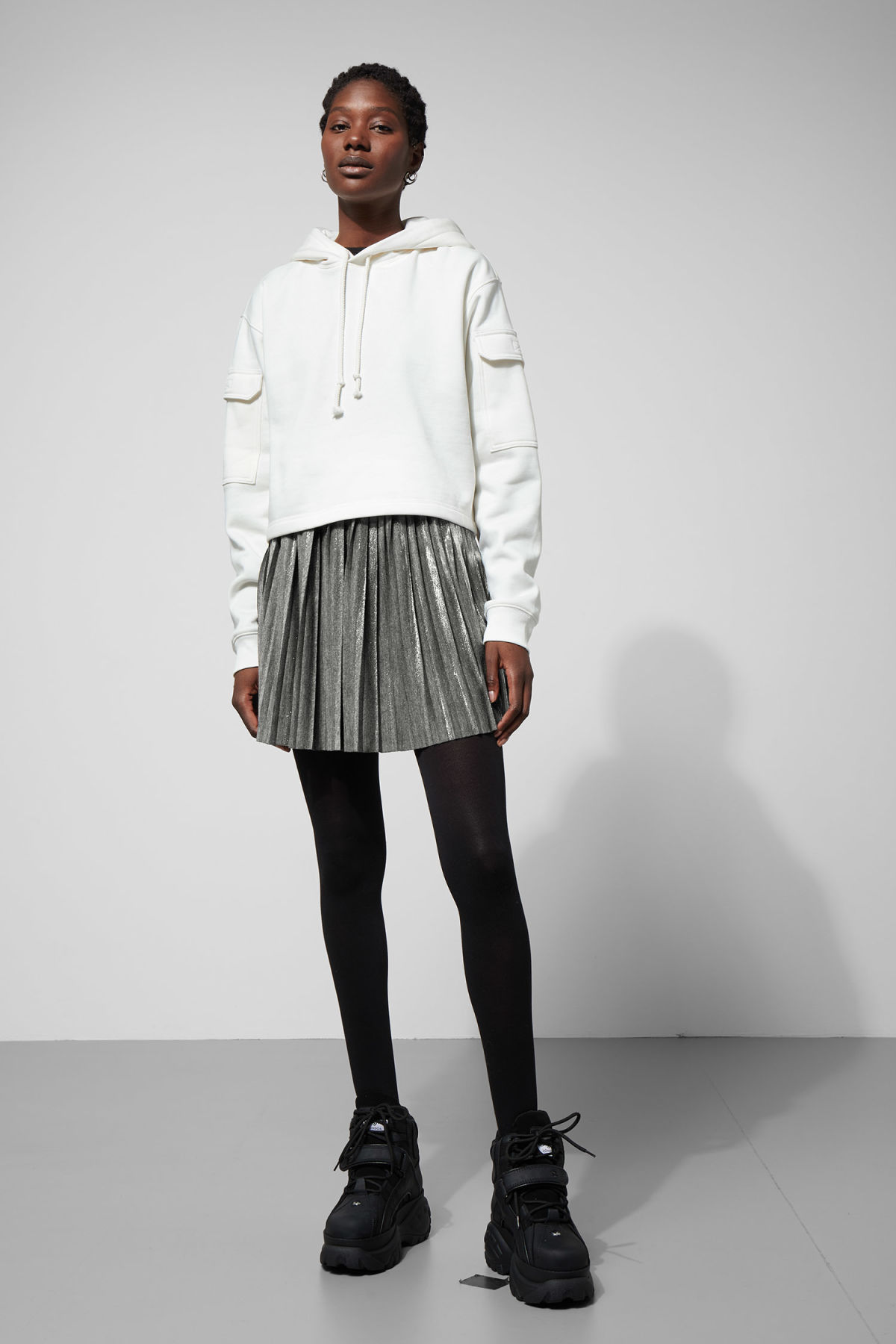 Model front image of Weekday susie pleat skirt in silver