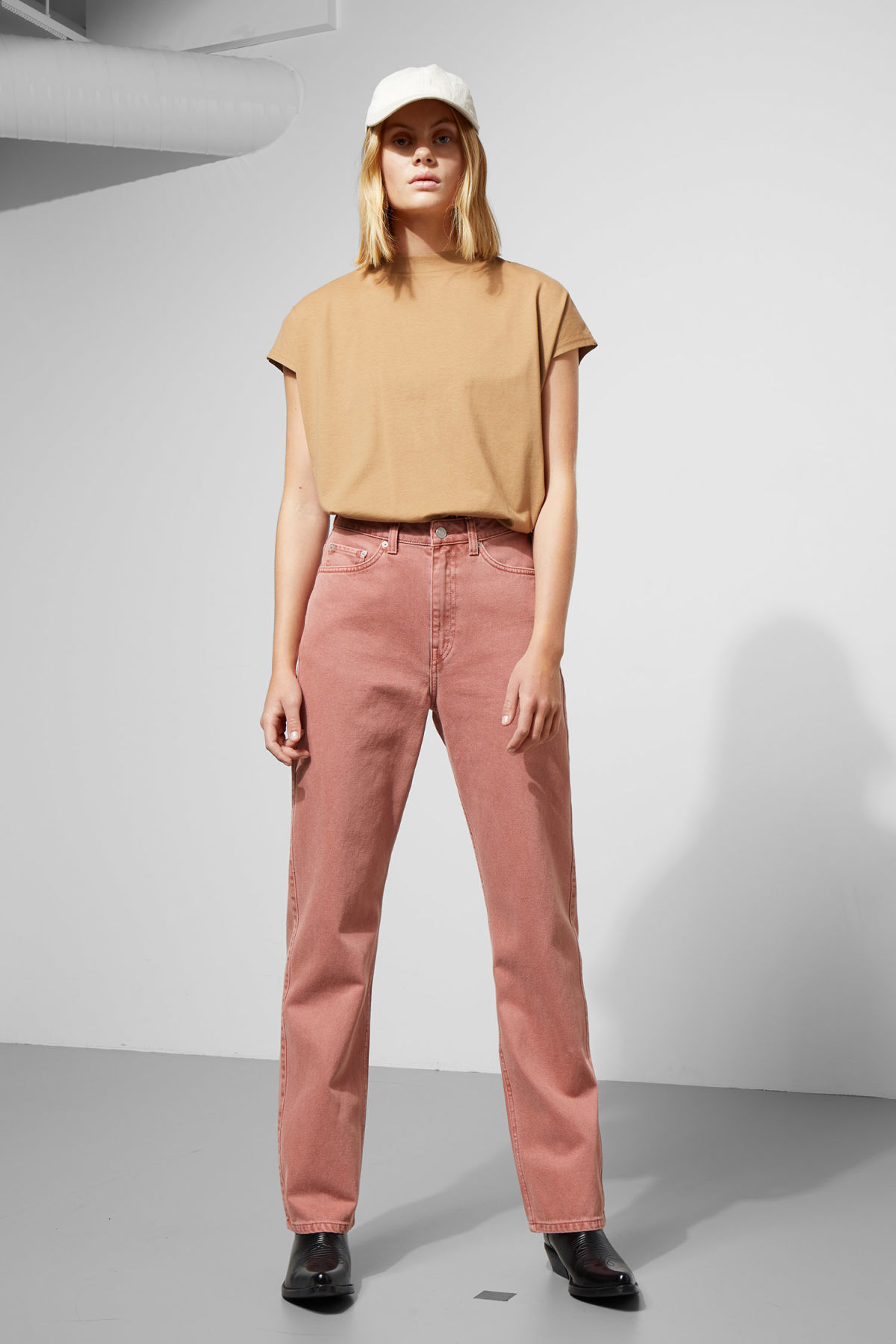 Model front image of Weekday row rose jeans in orange