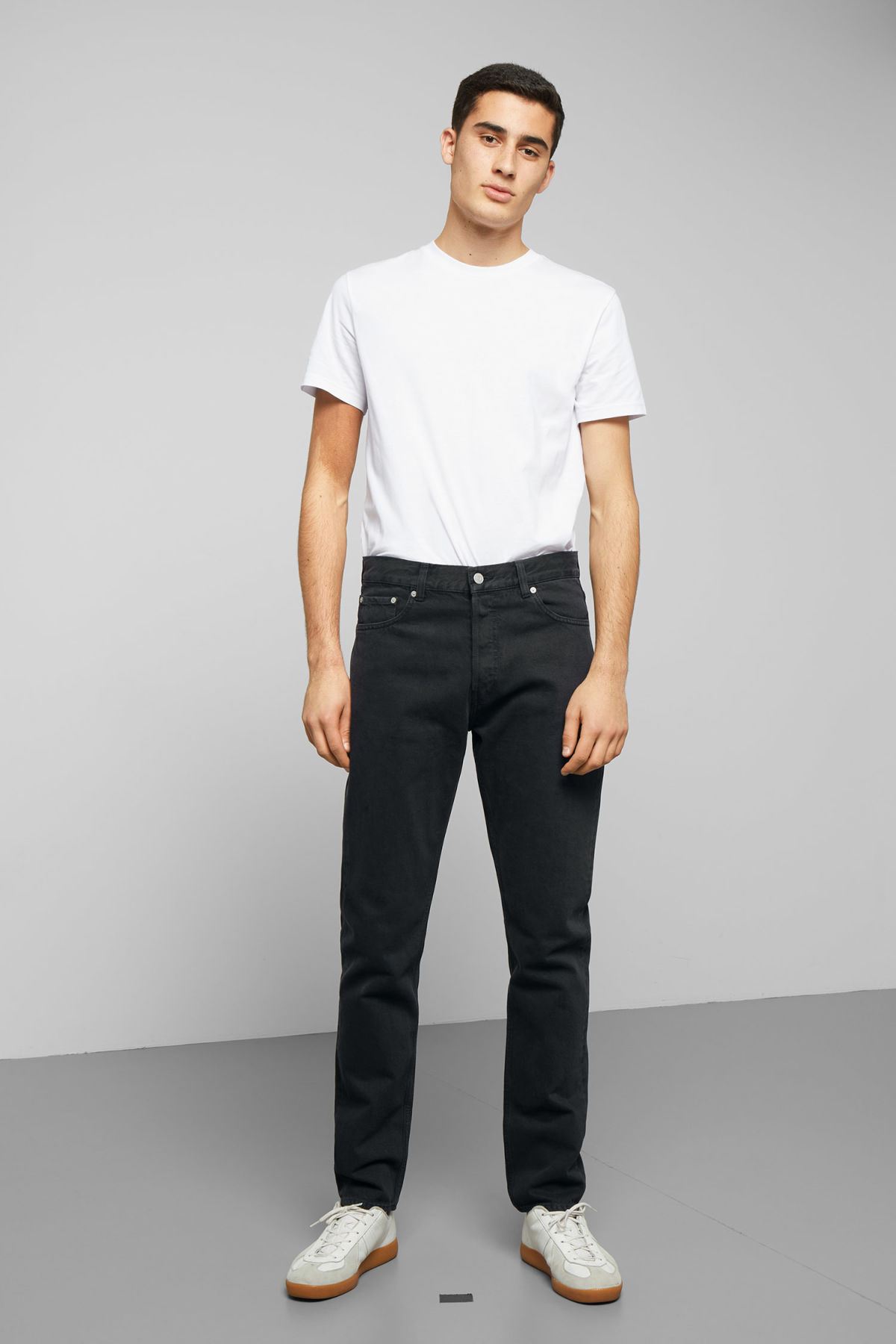 Model front image of Weekday pine mine black jeans in black