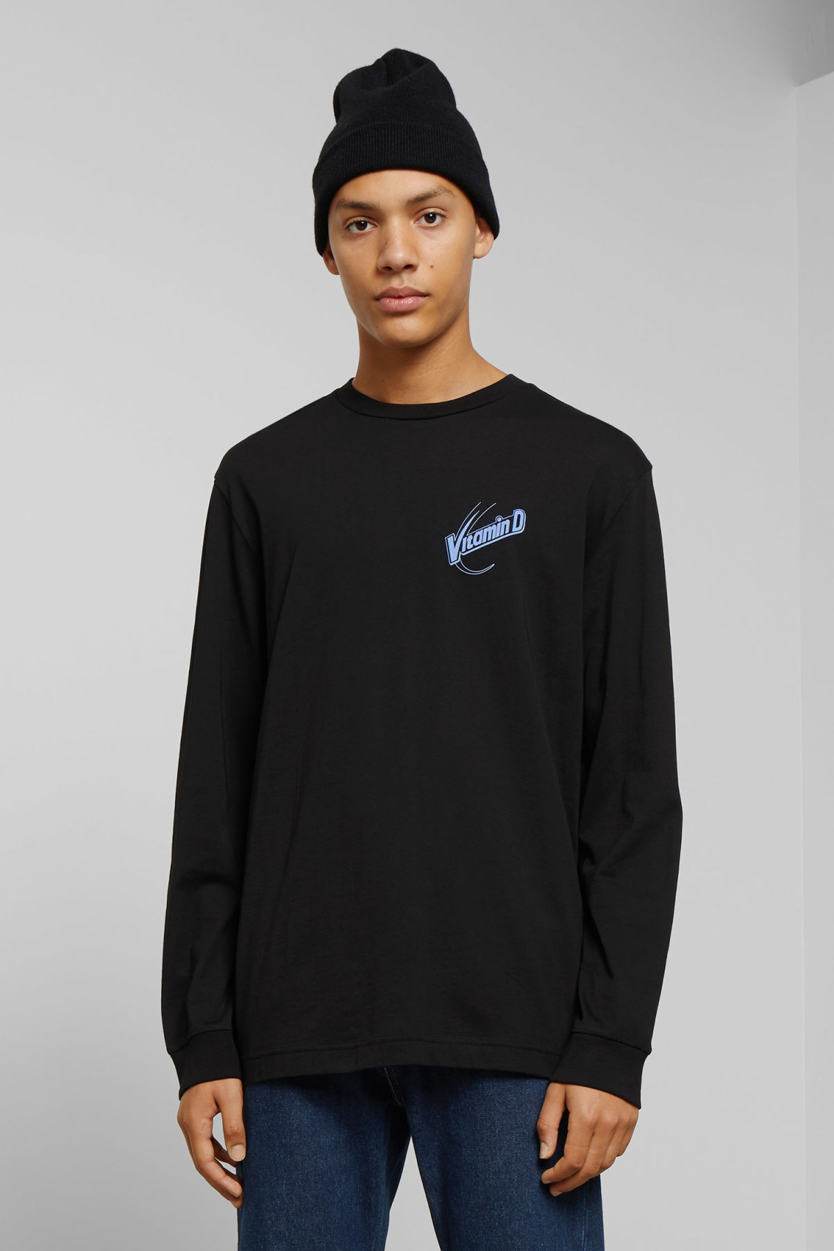 Model front image of Weekday carlos vitamine d long sleeve in black