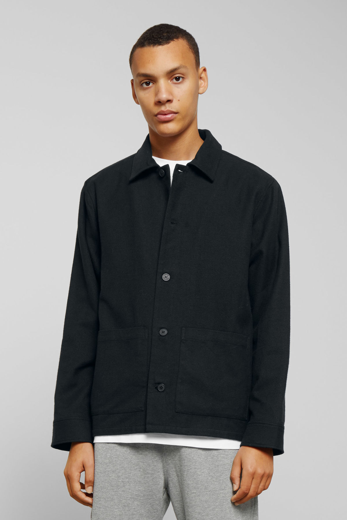 Model front image of Weekday genny overshirt in black