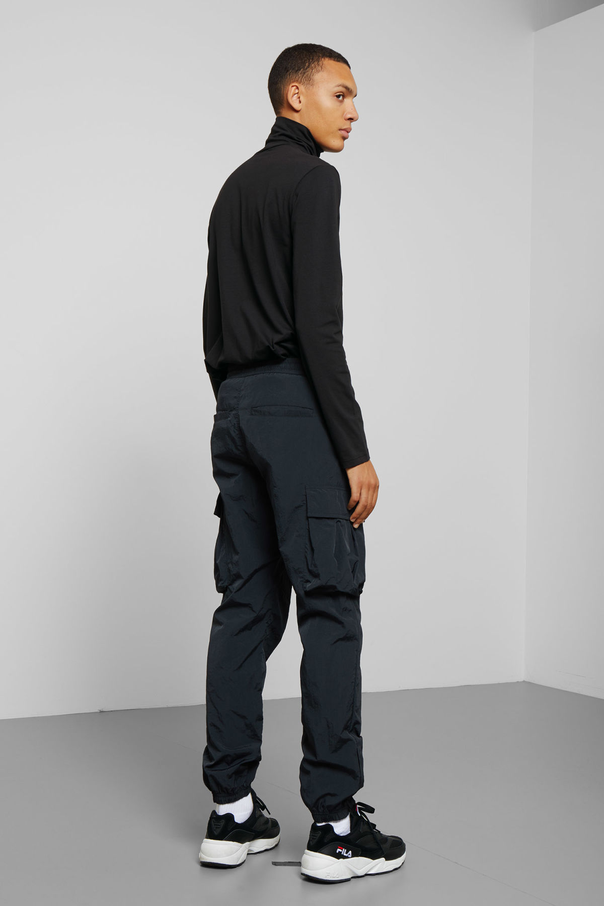 Model back image of Weekday ted wonderlust turtleneck in black