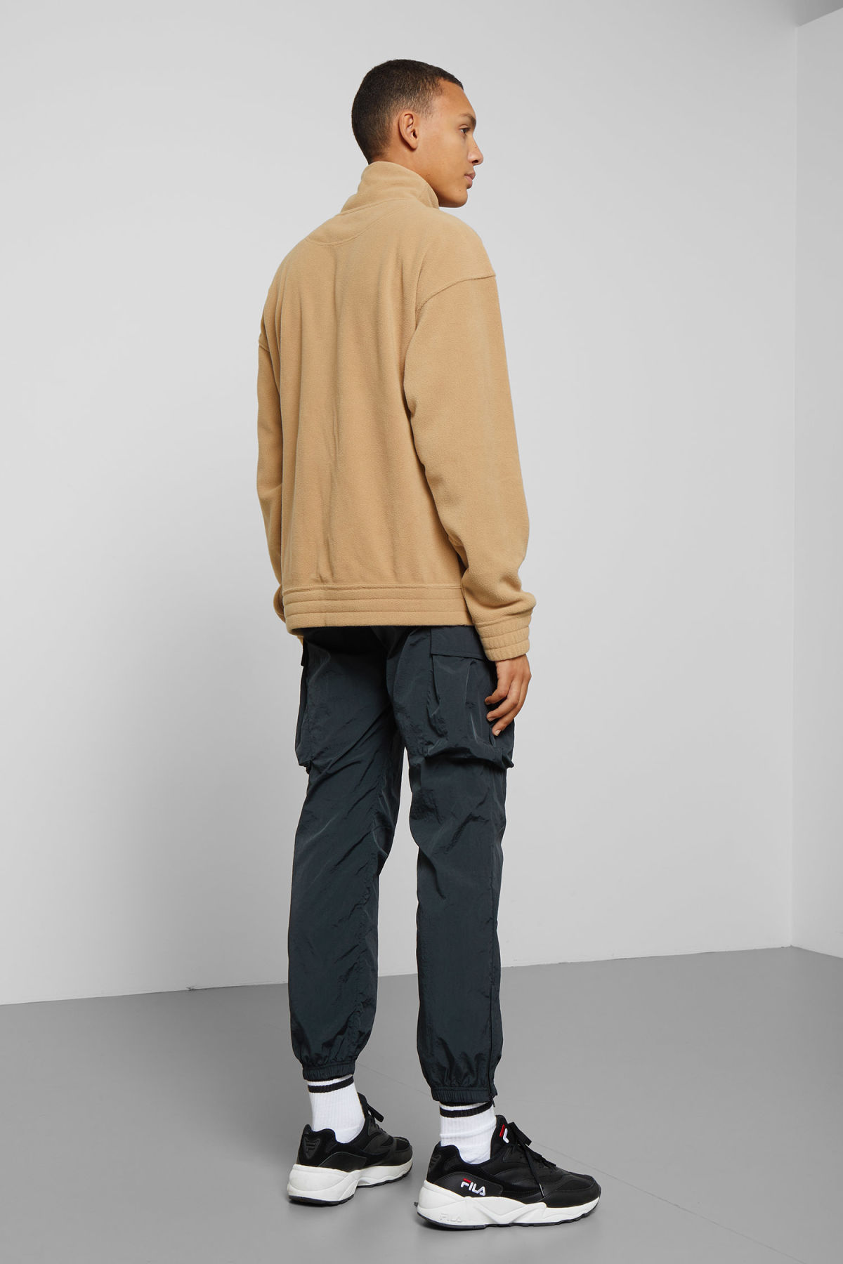 Model back image of Weekday micro halfzip sweatshirt in beige