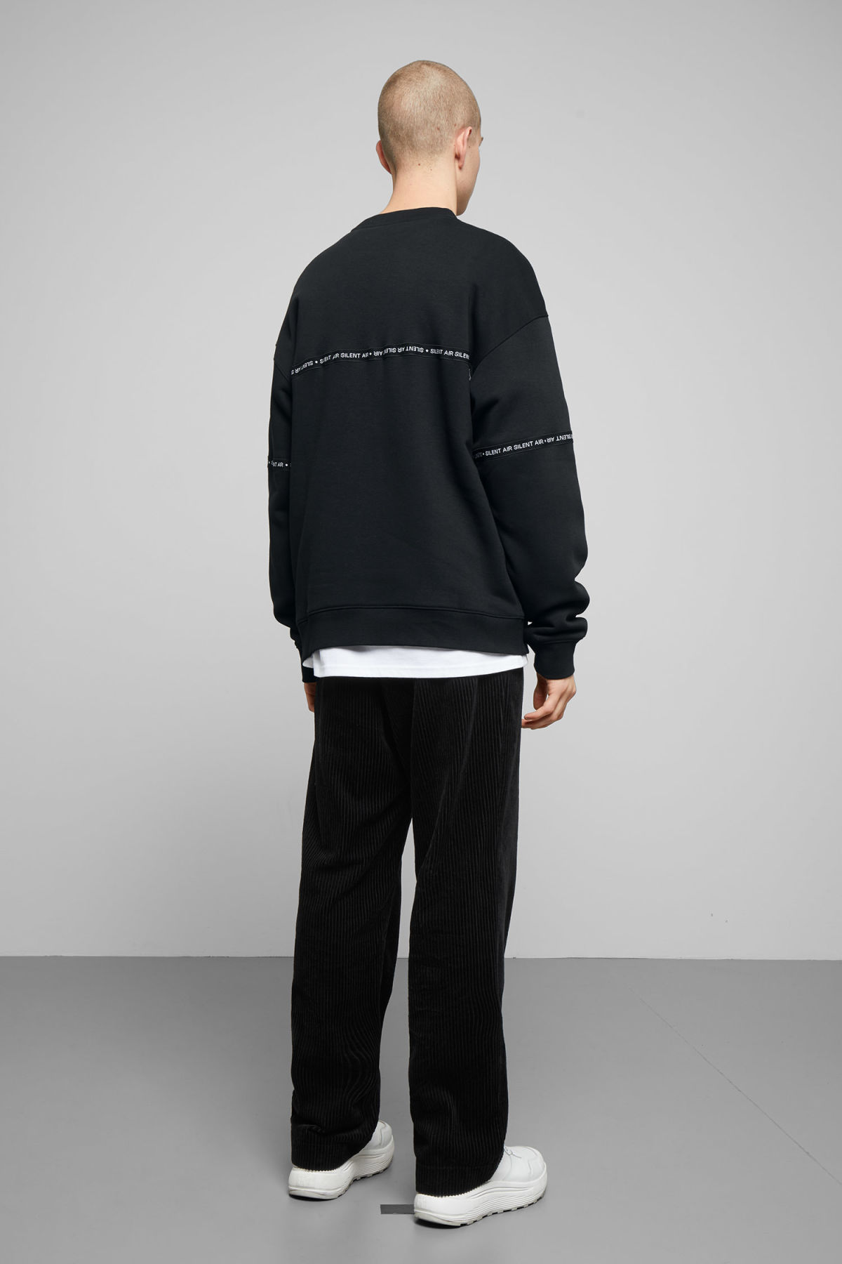 Model back image of Weekday big steve ribbon sweatshirt  in black