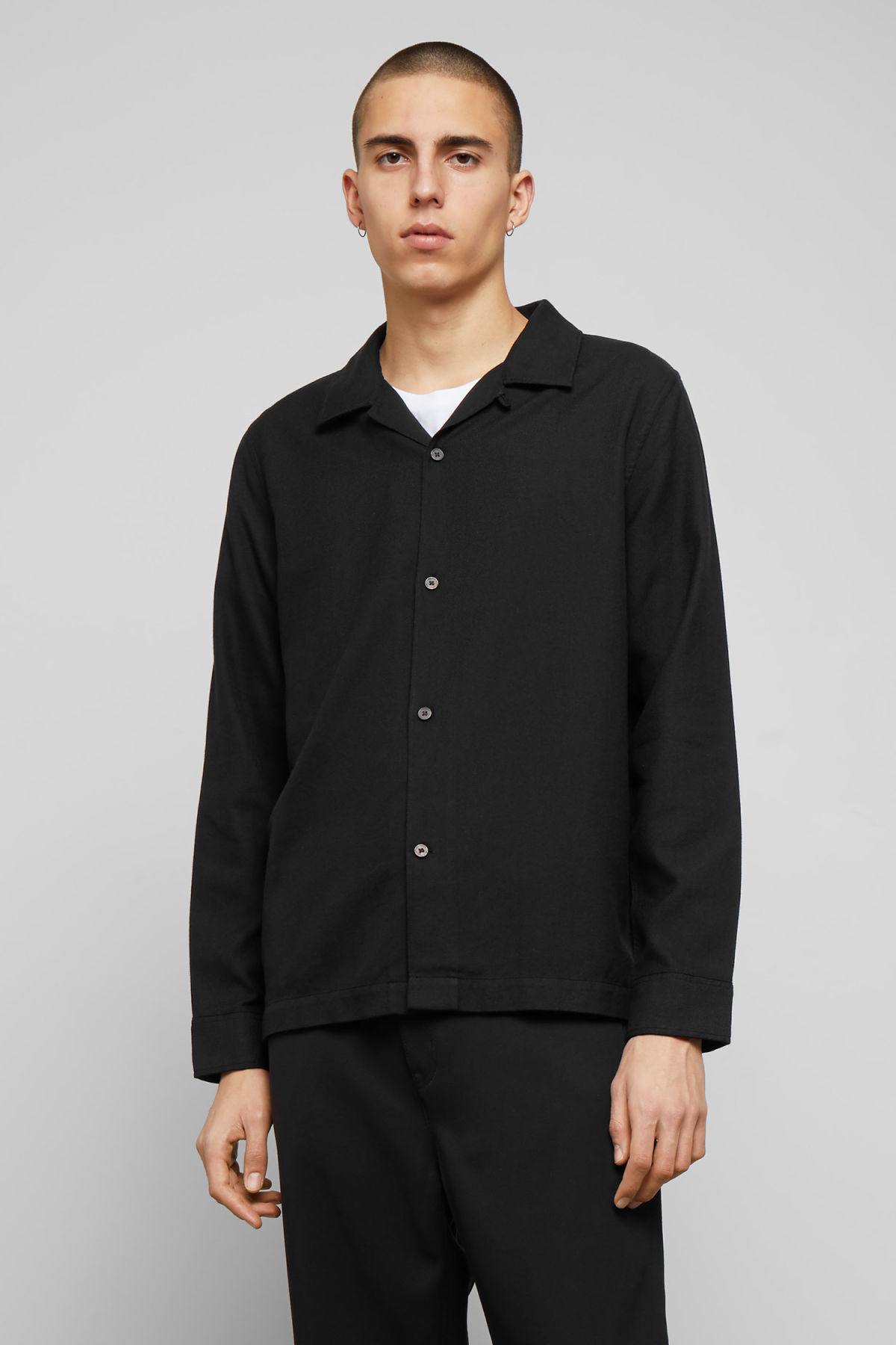 Model front image of Weekday malte shirt in black