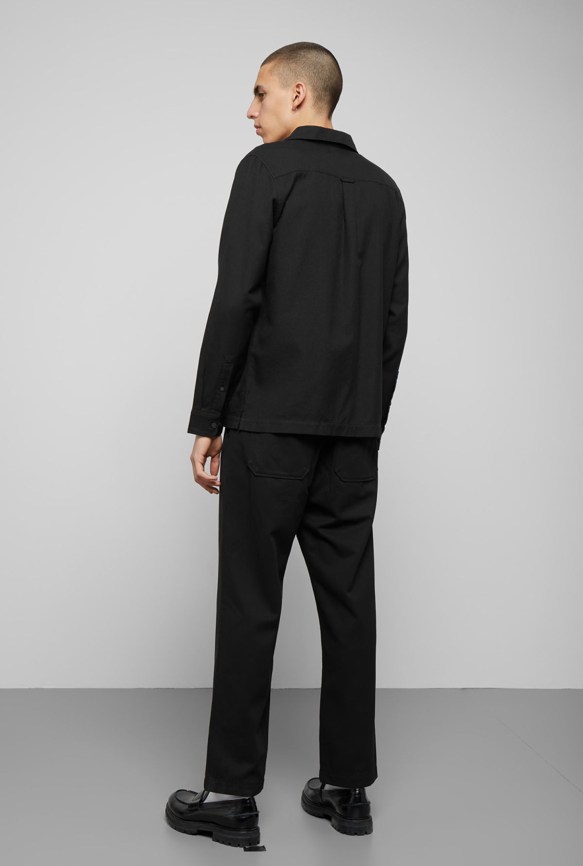 Model back image of Weekday malte shirt in black