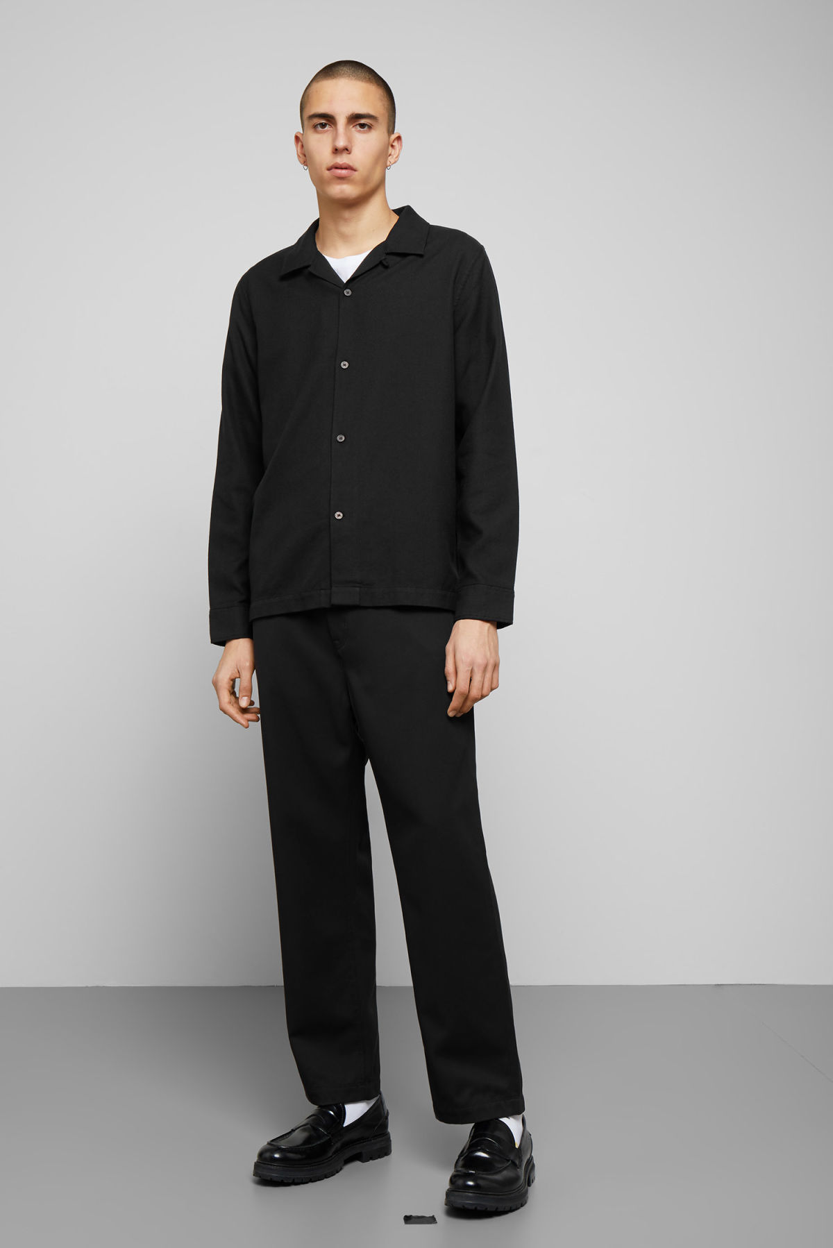 Model side image of Weekday malte shirt in black