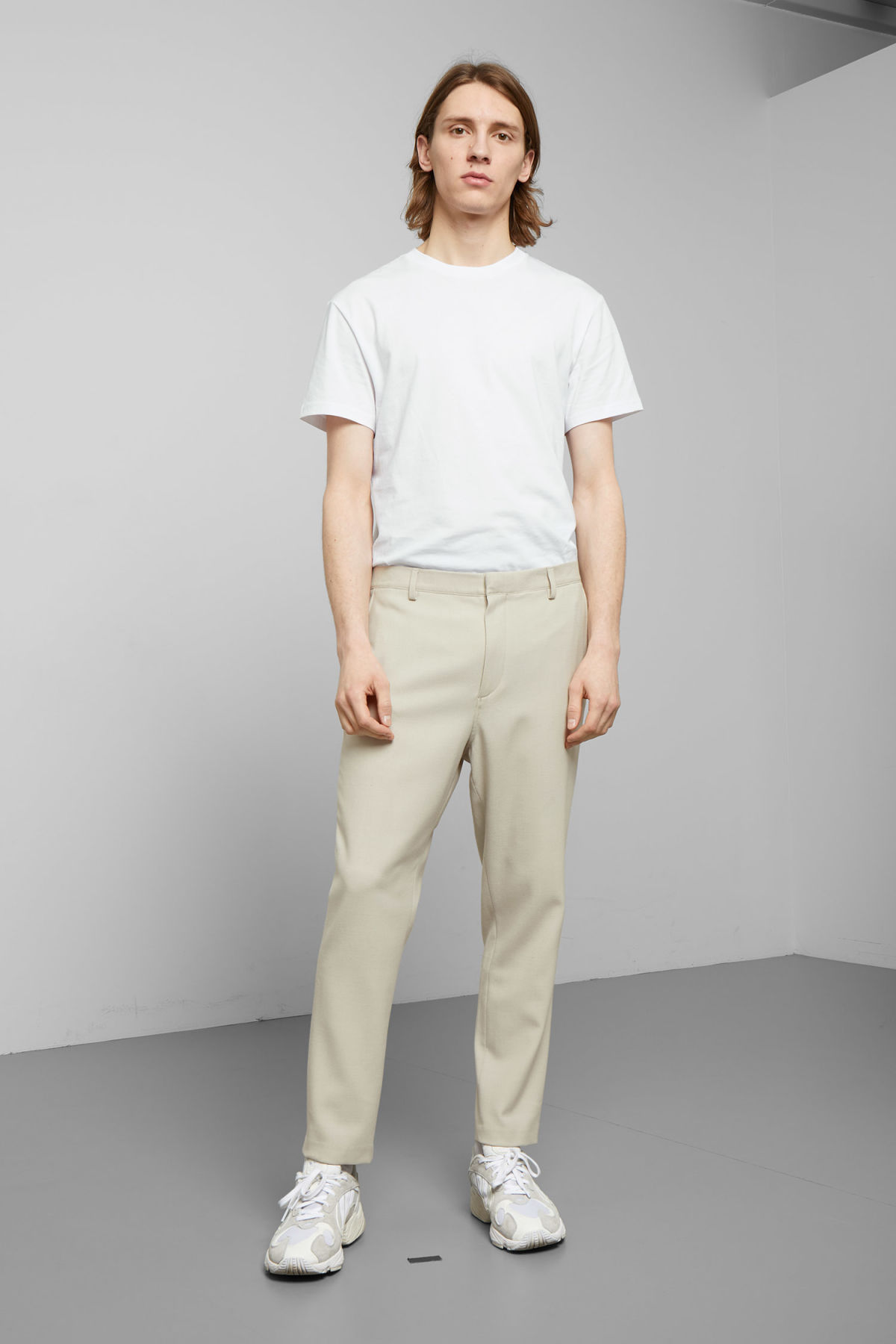 Model front image of Weekday arvid light trousers in beige