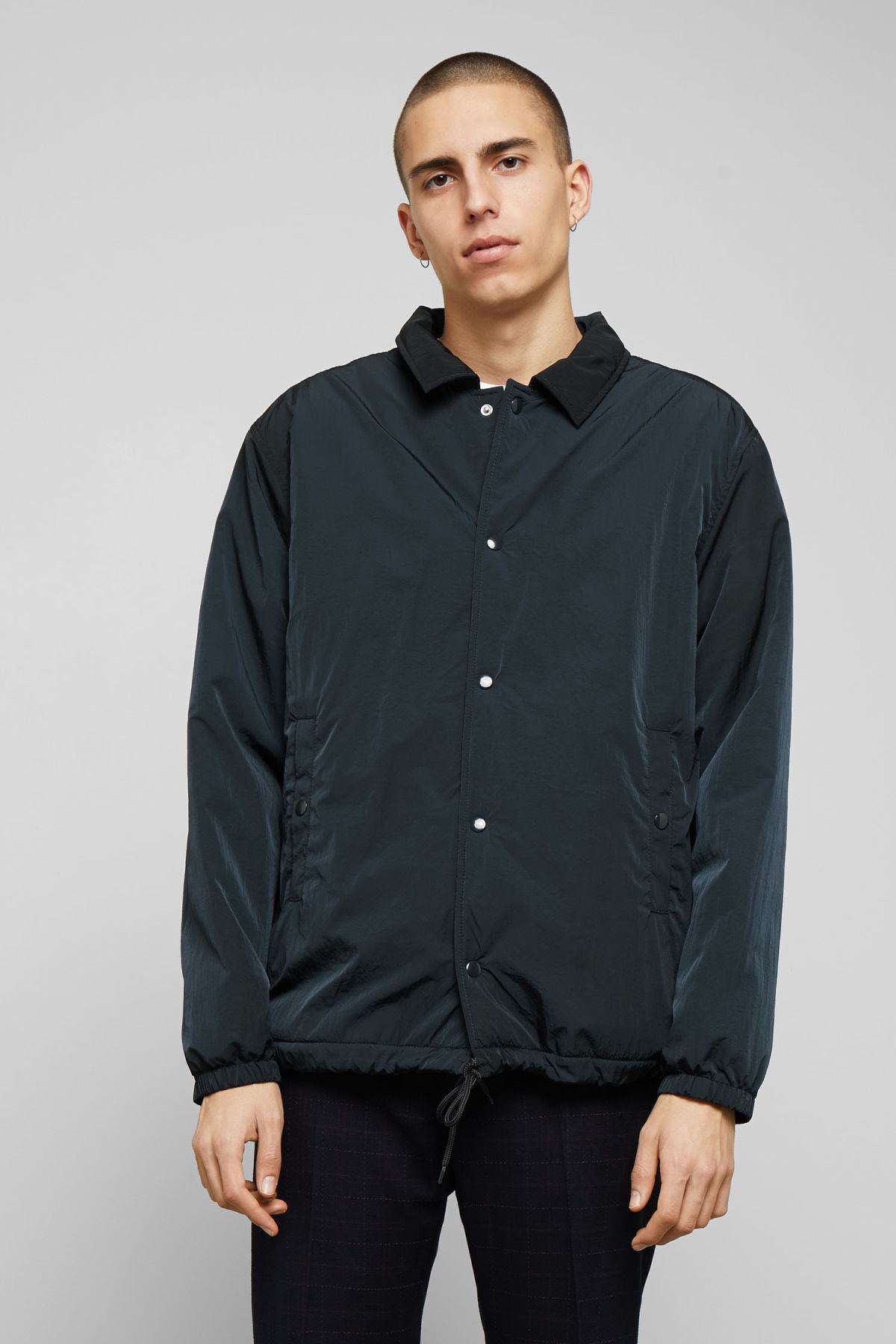 Model front image of Weekday bob coach jacket in blue
