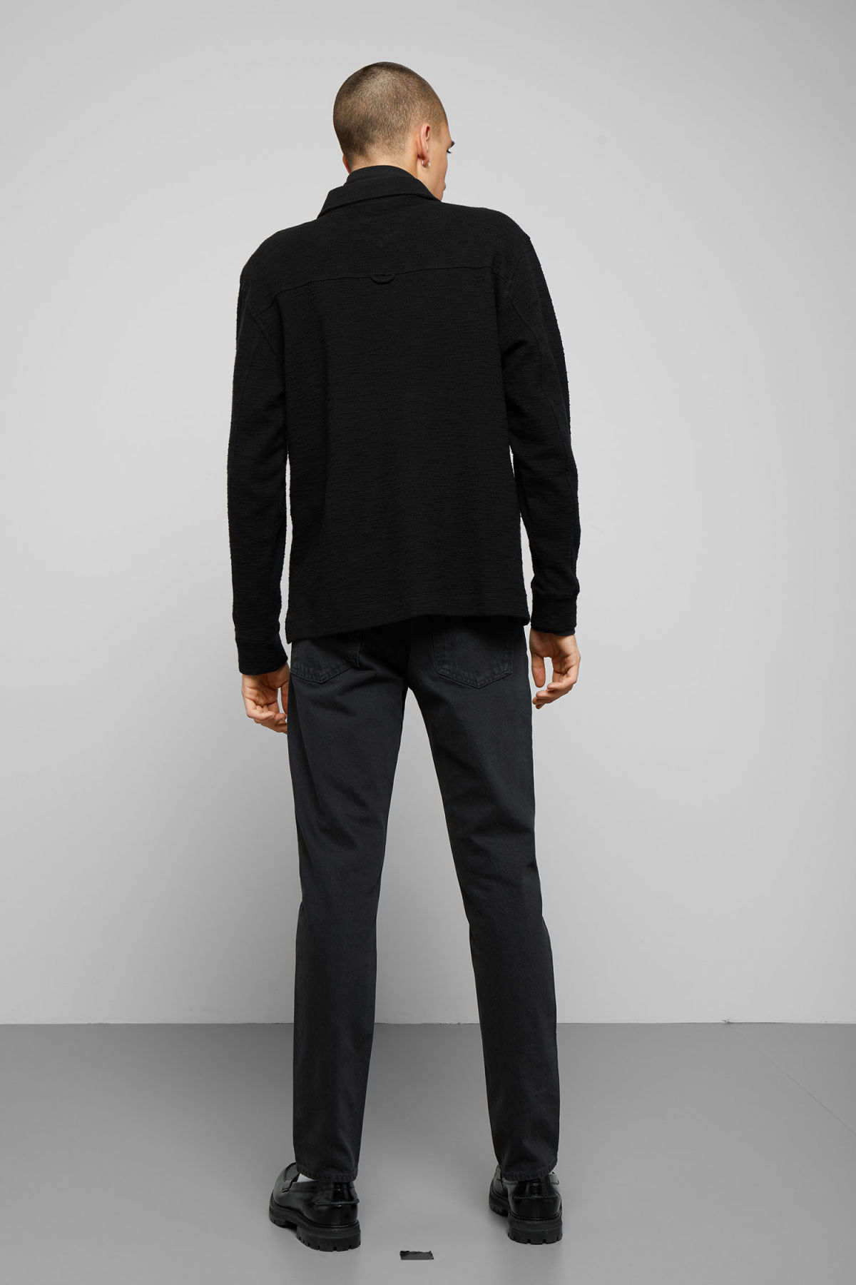 Model back image of Weekday nilo shawl collar in black