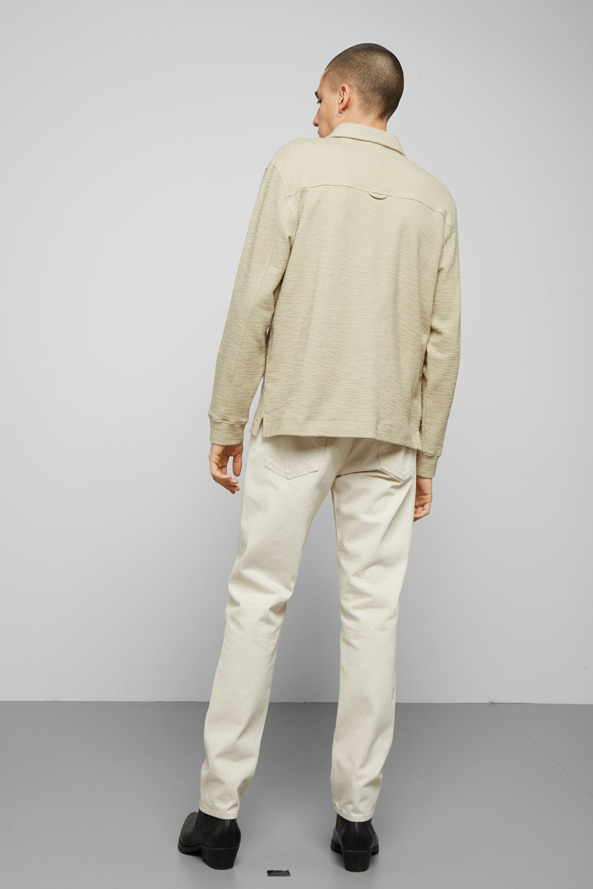 Model back image of Weekday nilo shawl collar in beige