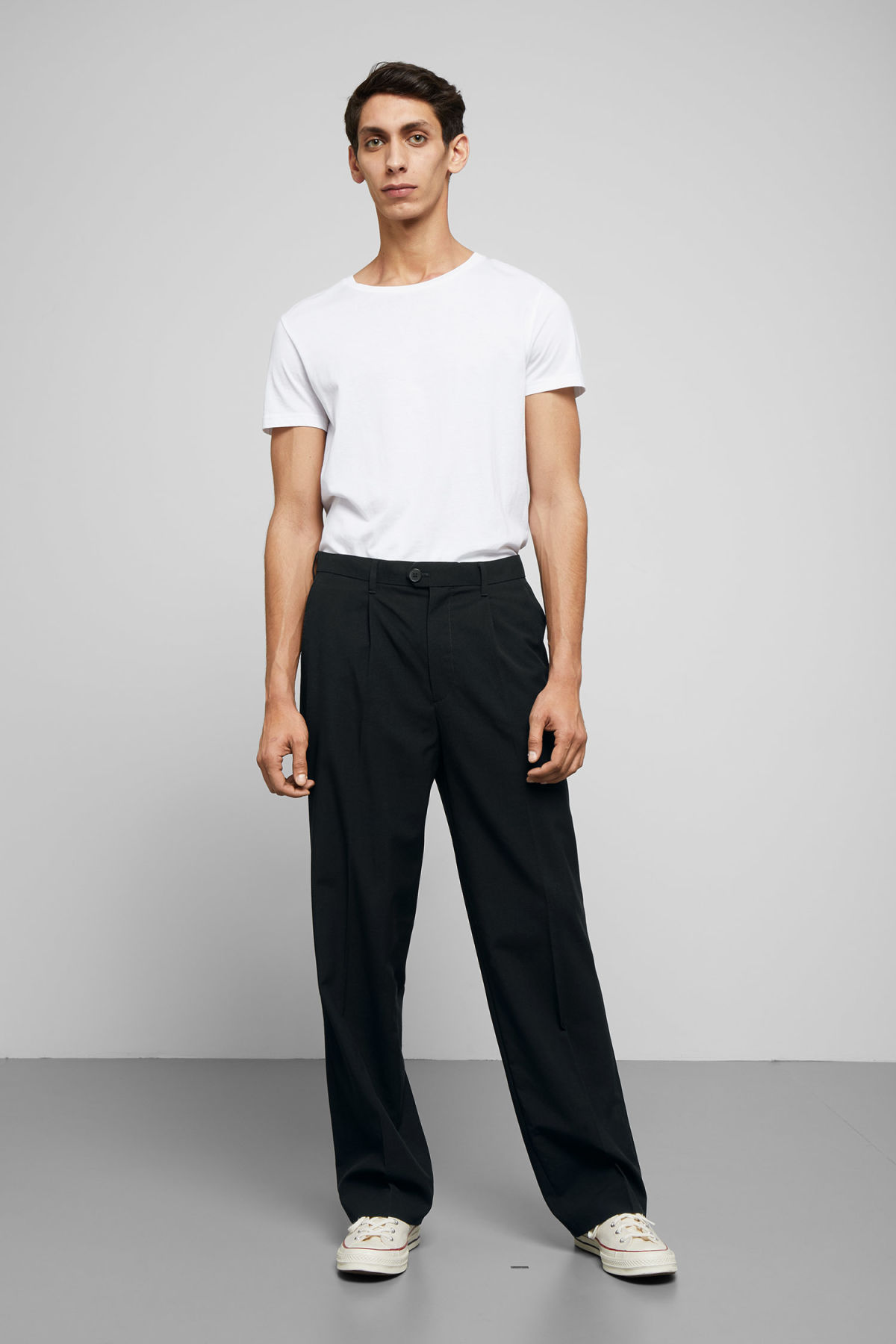 Model front image of Weekday conrad wide trousers in black