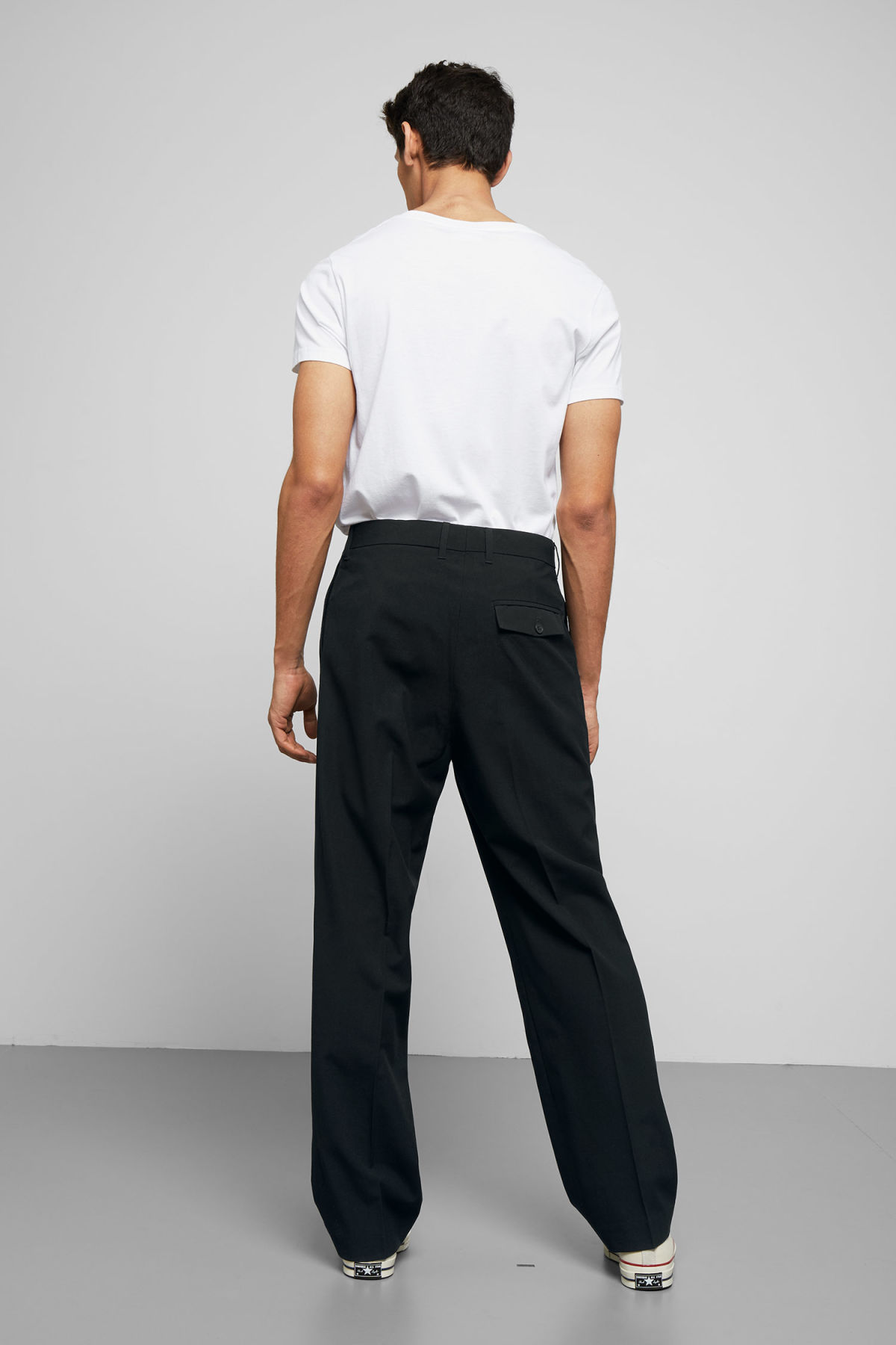 Model back image of Weekday conrad wide trousers in black