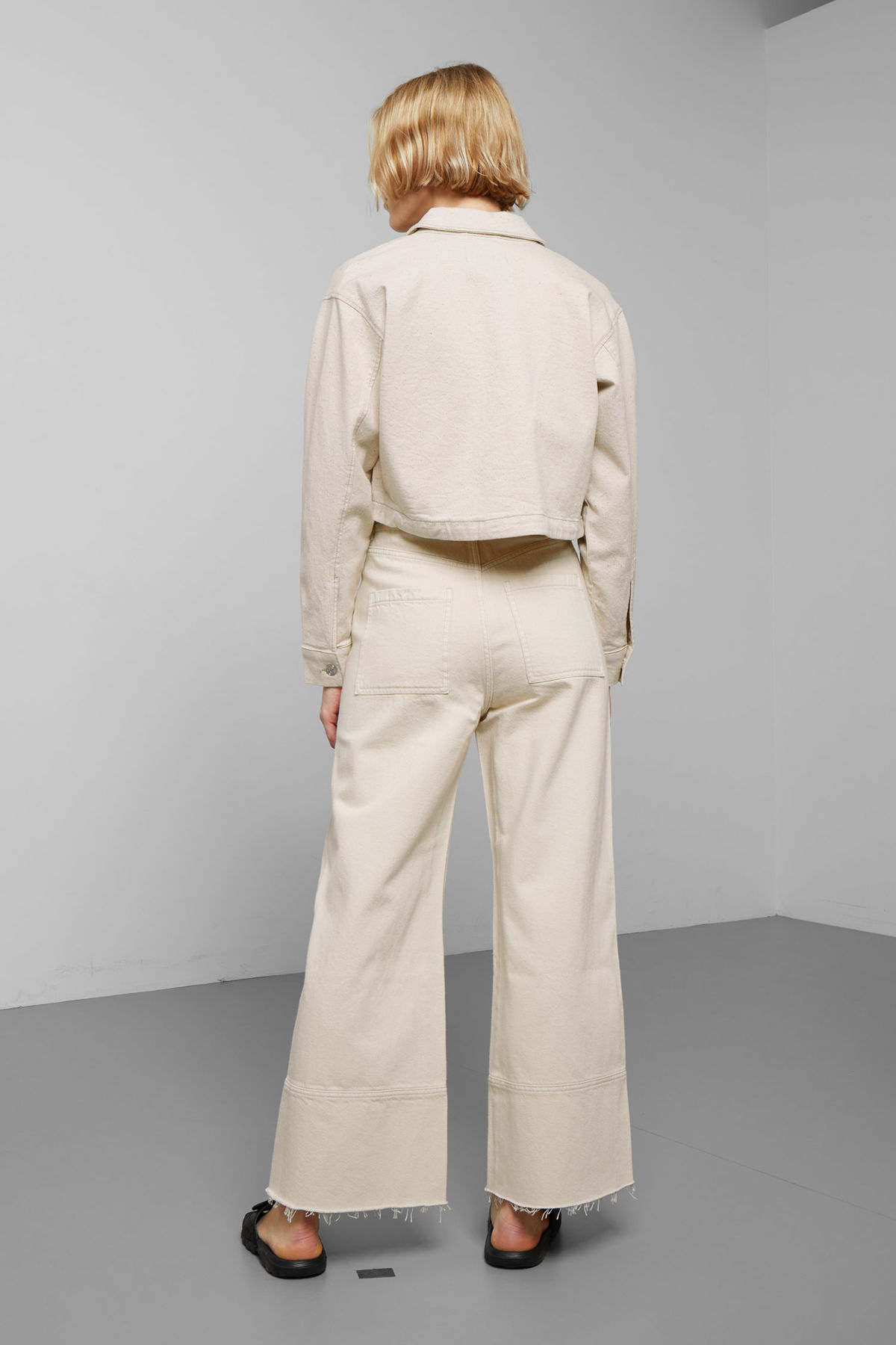 Model back image of Weekday marybeth jacket in beige