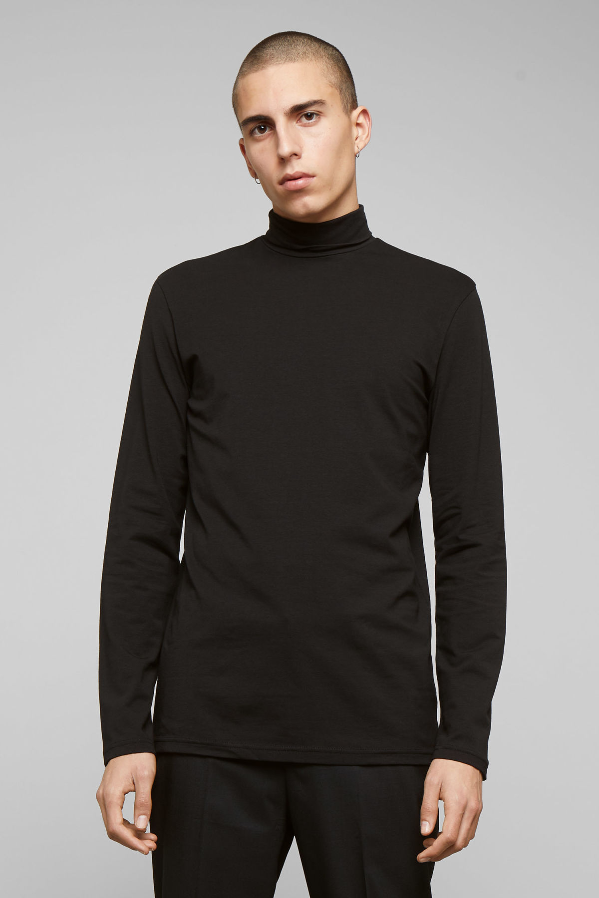Model front image of Weekday ted turtleneck  in black