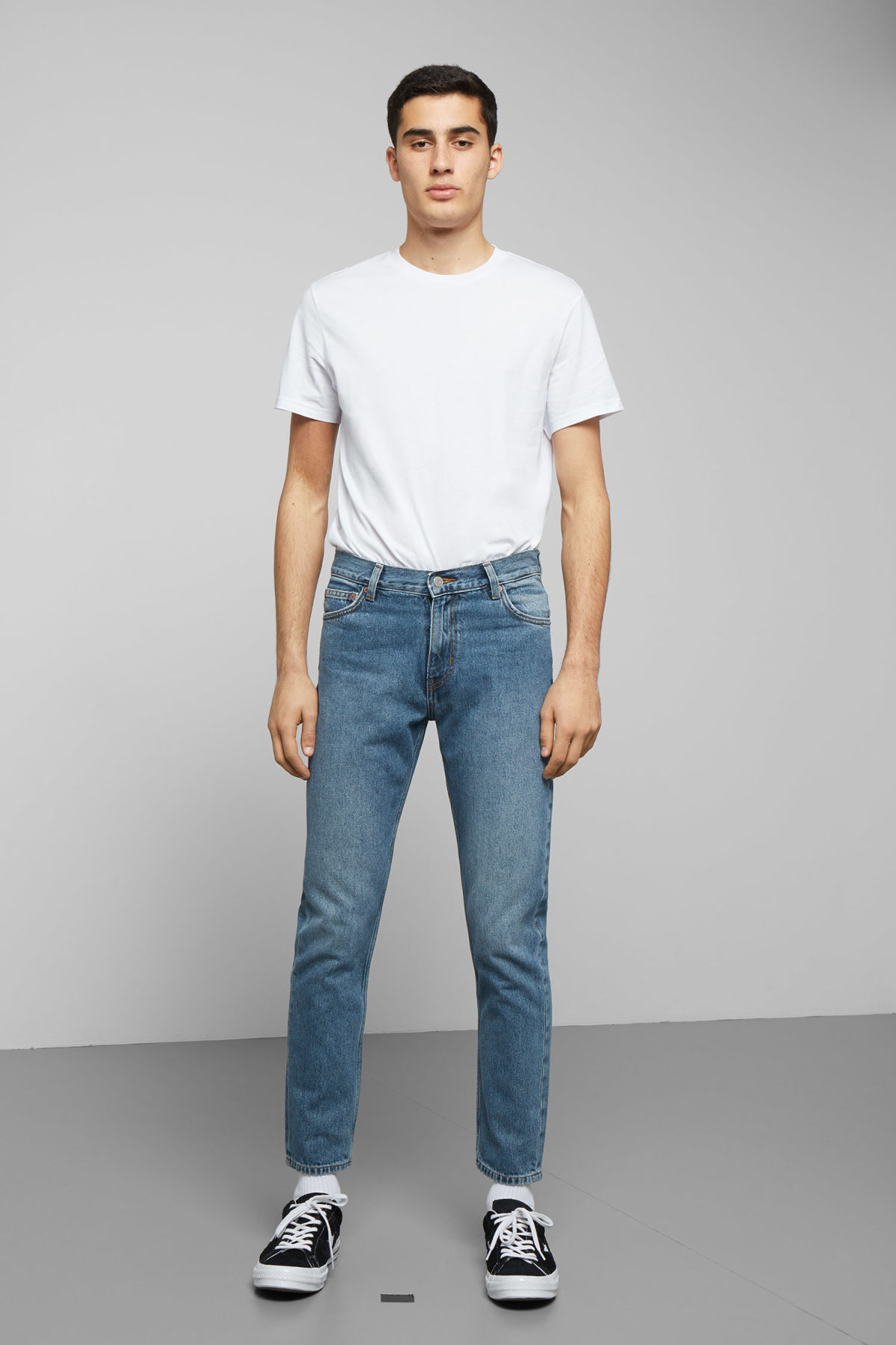Model front image of Weekday sunday chelsea blue jeans in blue