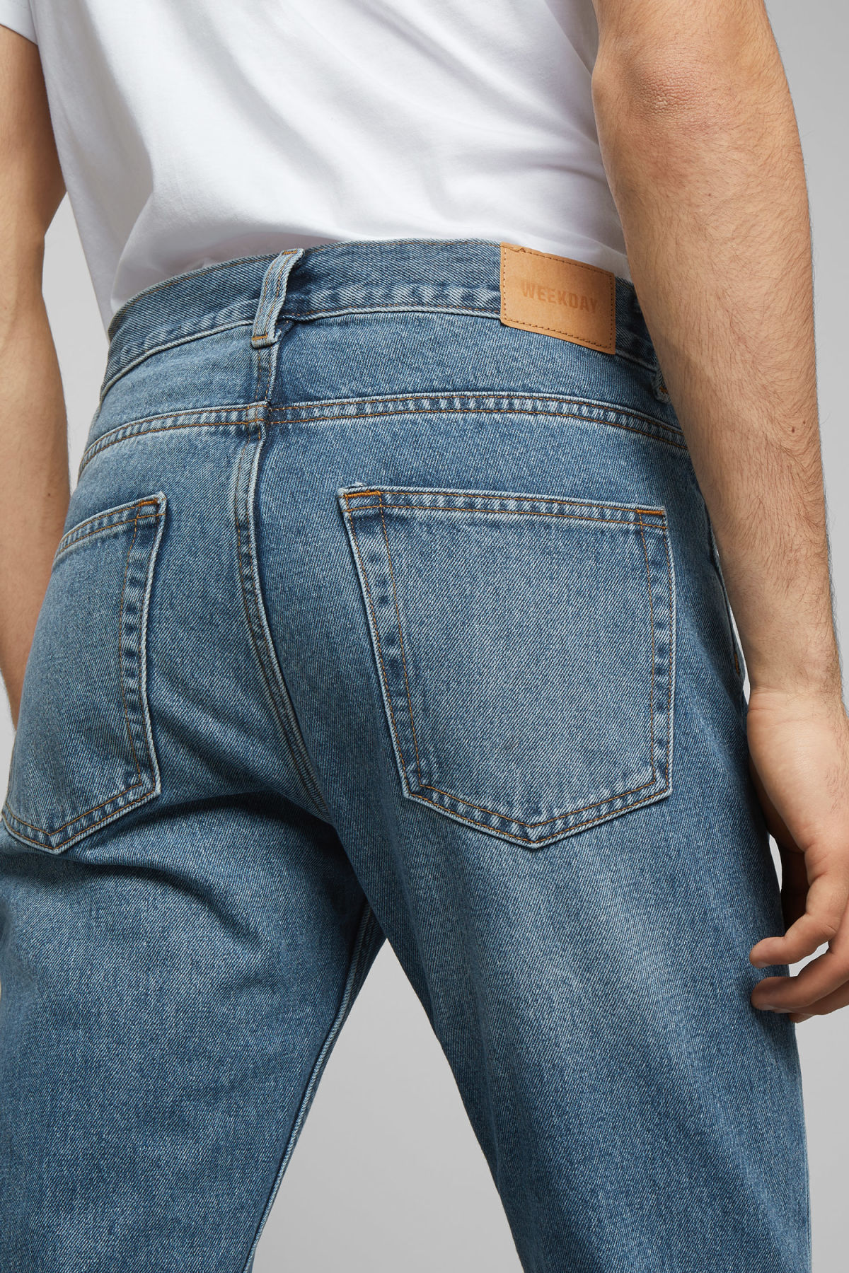 Model side image of Weekday sunday chelsea blue jeans in blue