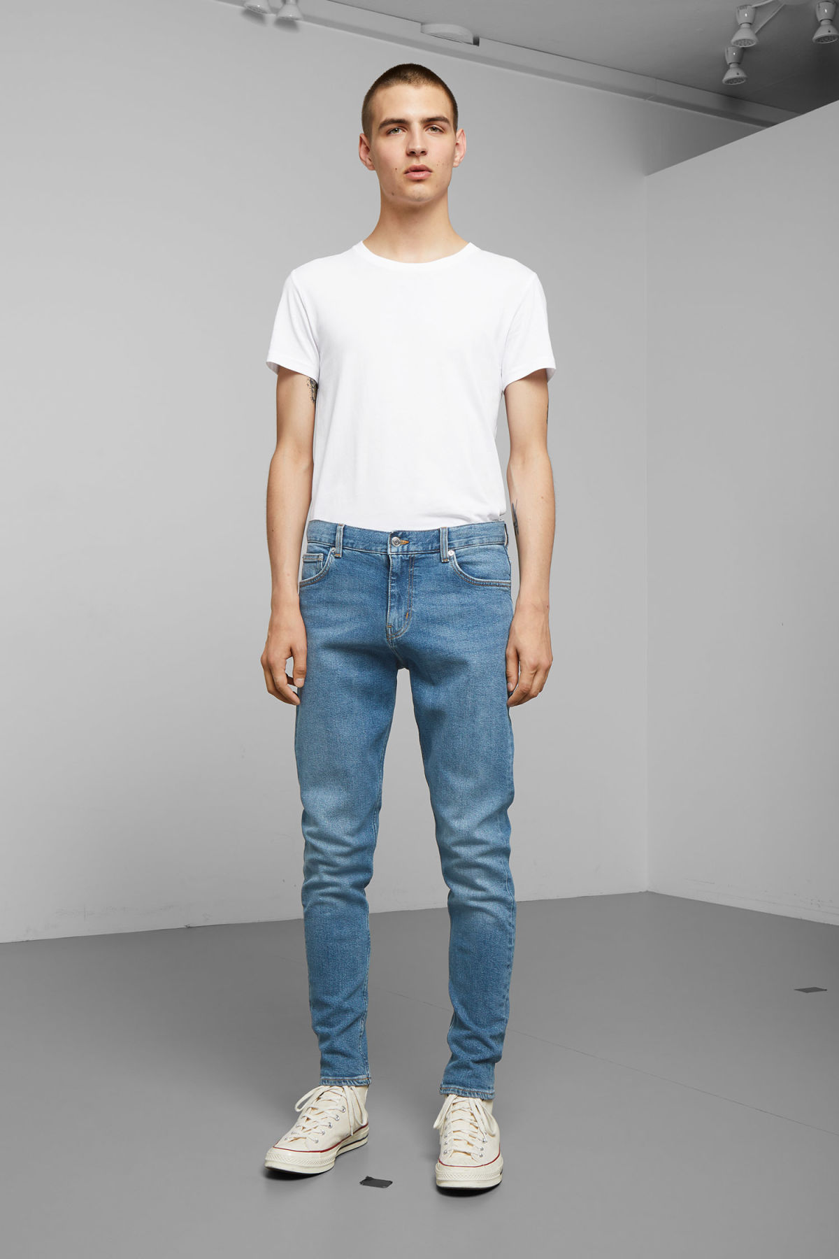 Model front image of Weekday cone marfa blue jeans in blue