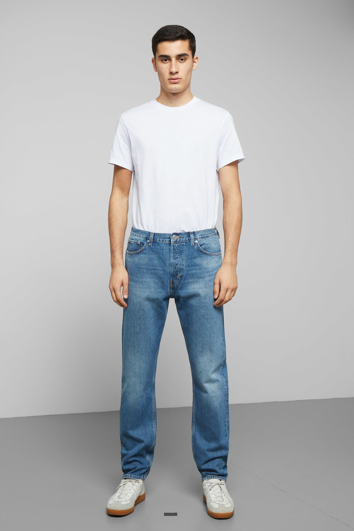 Model front image of Weekday pine marfa blue jeans in blue