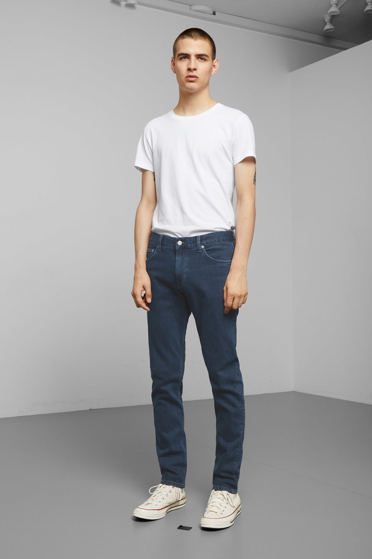 Model front image of Weekday friday rocky blue jeans in blue